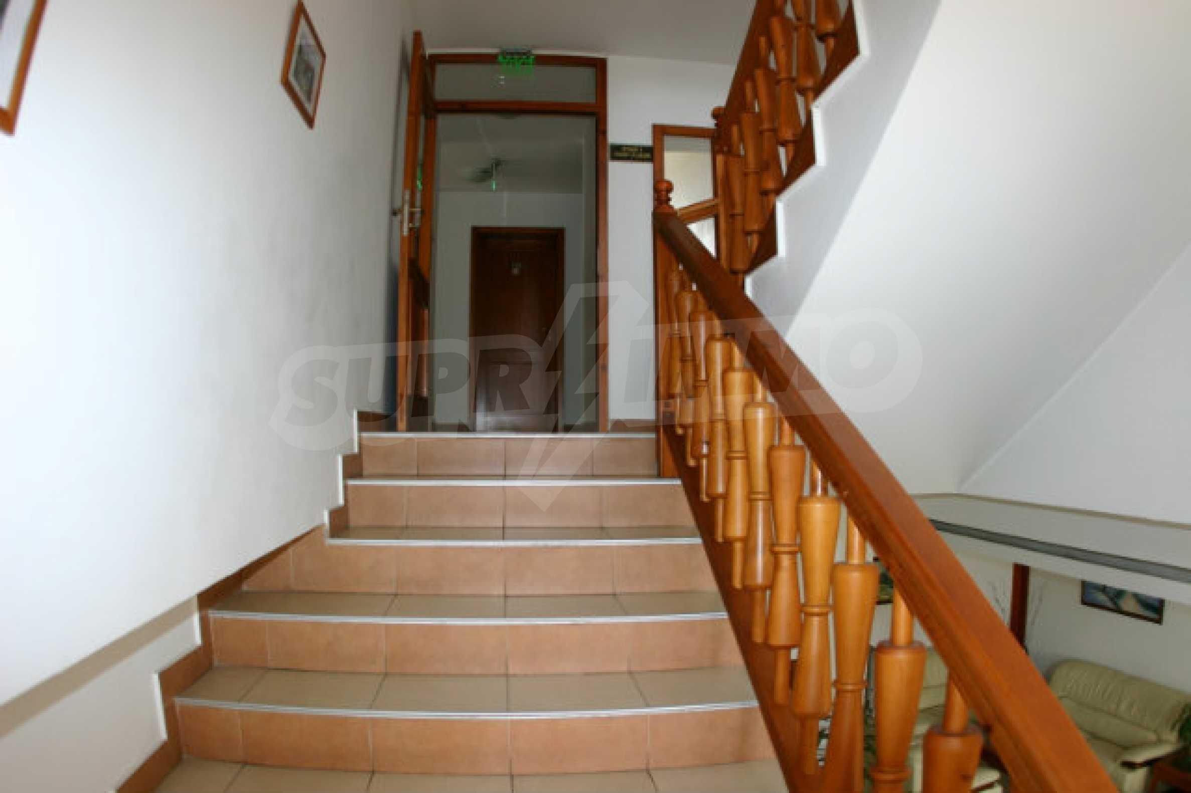 Триетажен хотел за продажба в Банско 25