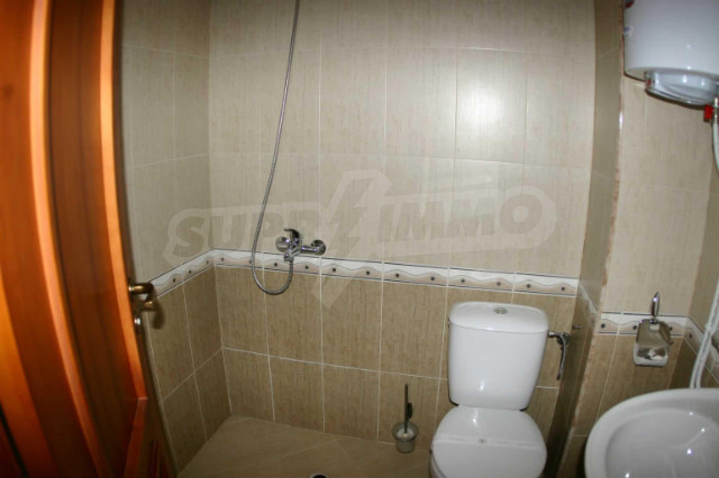Триетажен хотел за продажба в Банско 28