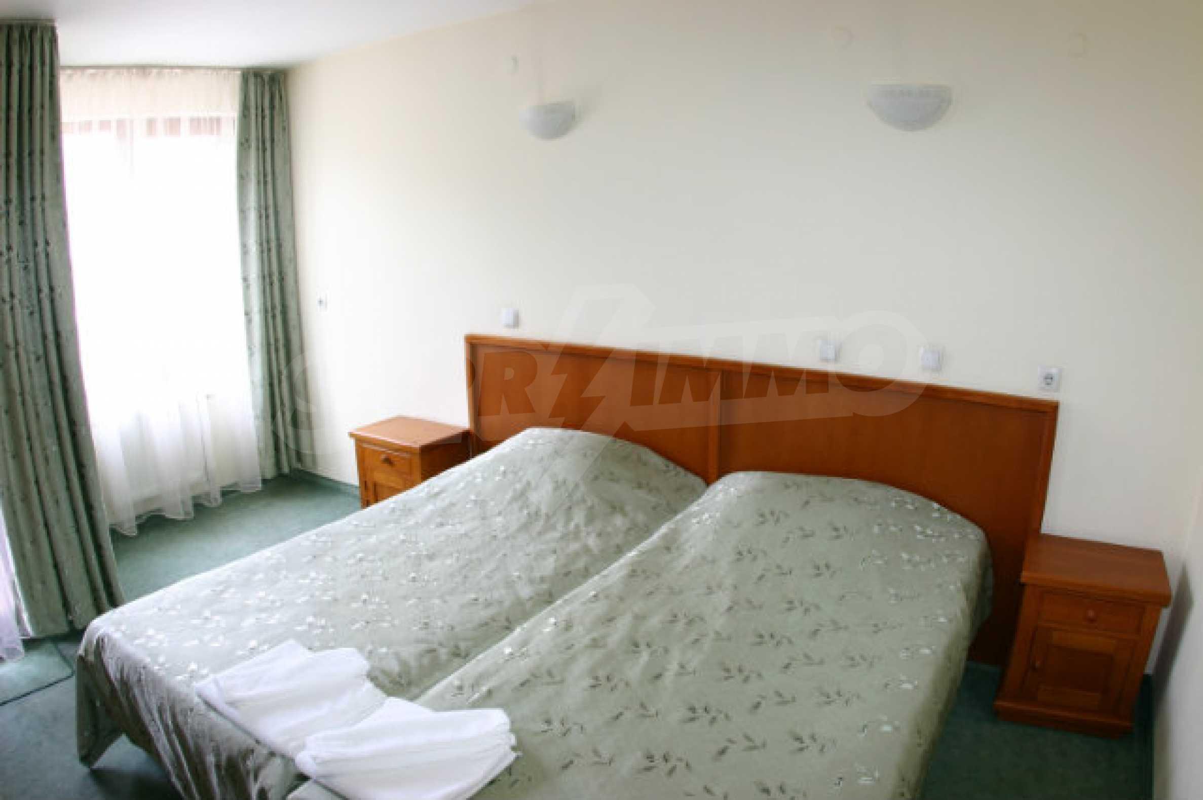 Триетажен хотел за продажба в Банско 30