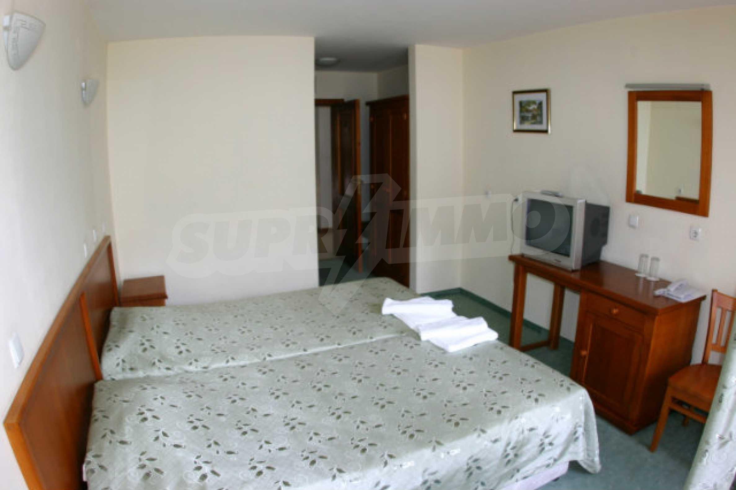 Триетажен хотел за продажба в Банско 31