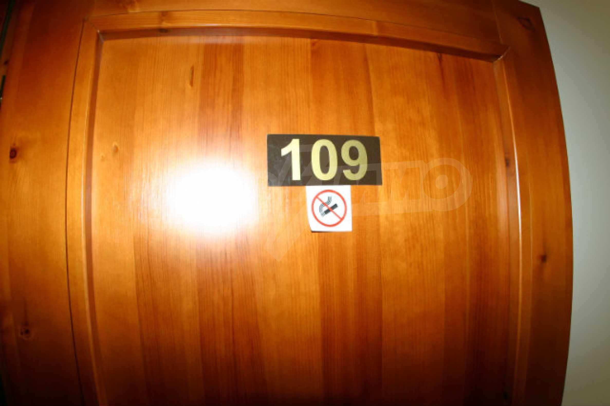 Триетажен хотел за продажба в Банско 33