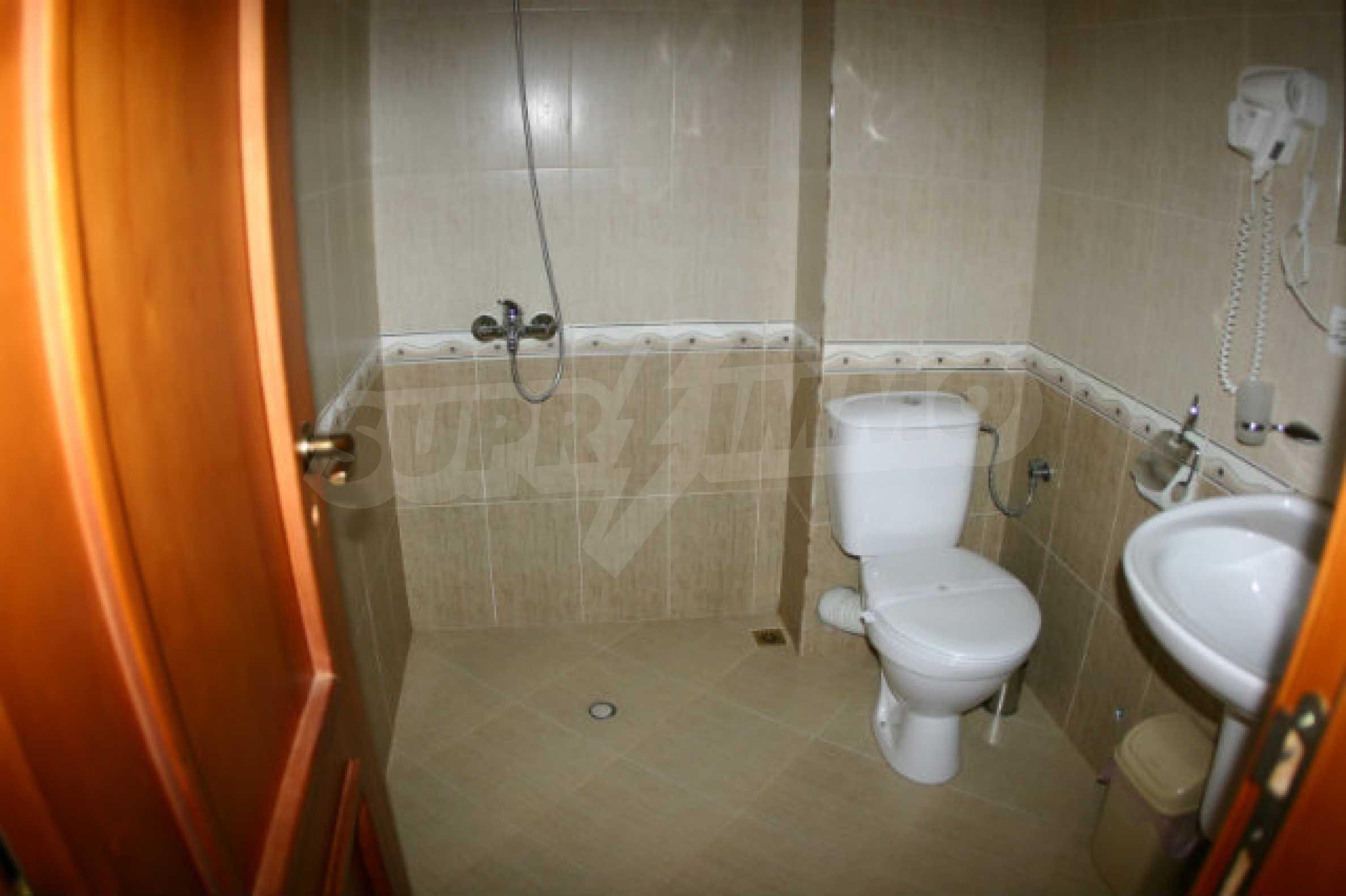 Триетажен хотел за продажба в Банско 34