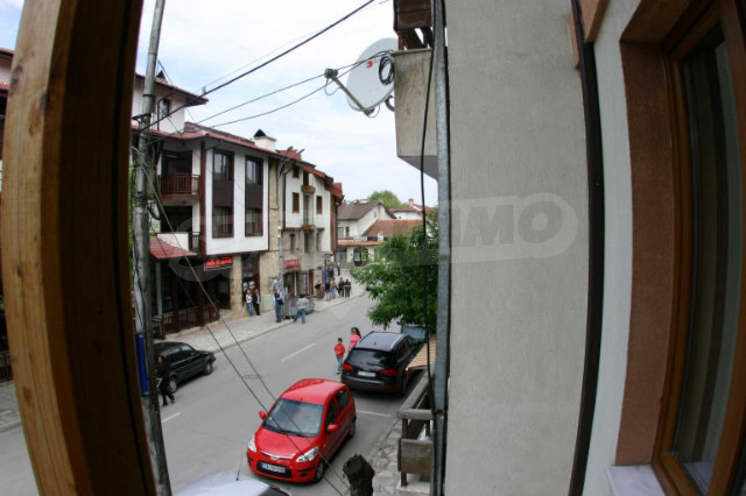 Триетажен хотел за продажба в Банско 39