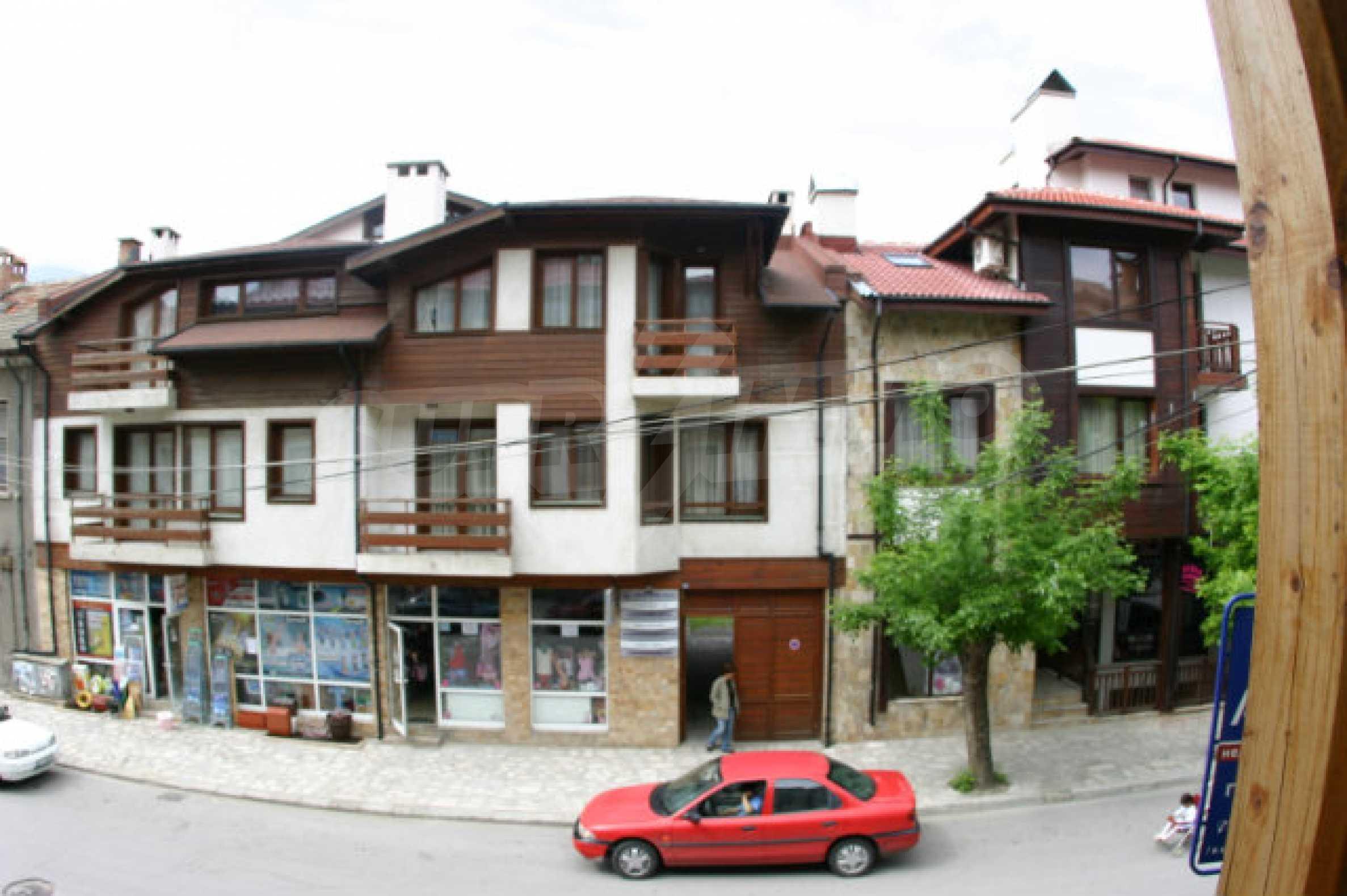 Триетажен хотел за продажба в Банско 40