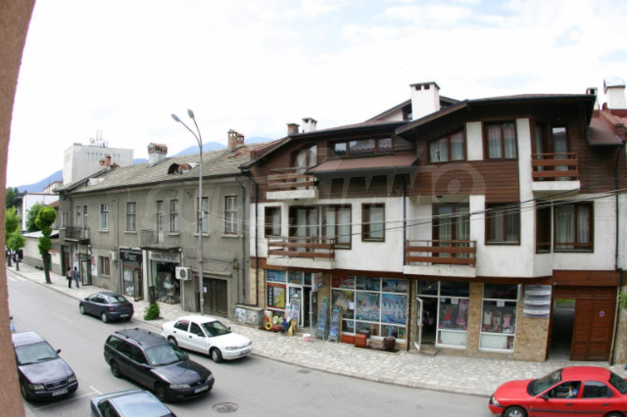 Триетажен хотел за продажба в Банско 41