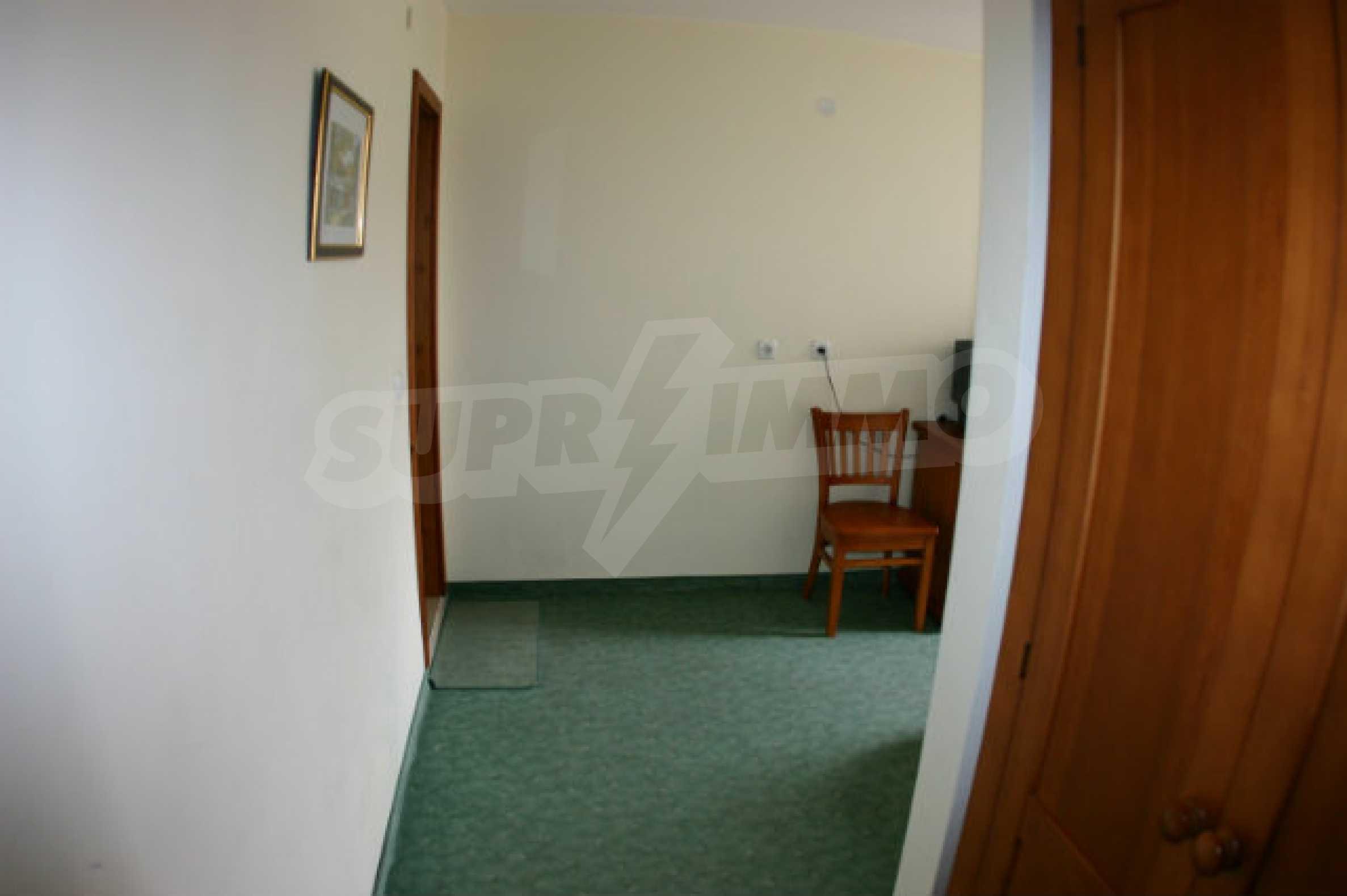 Триетажен хотел за продажба в Банско 43