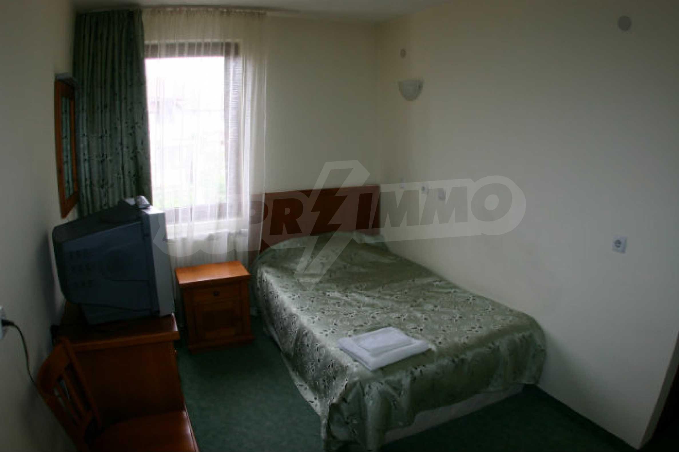 Триетажен хотел за продажба в Банско 44
