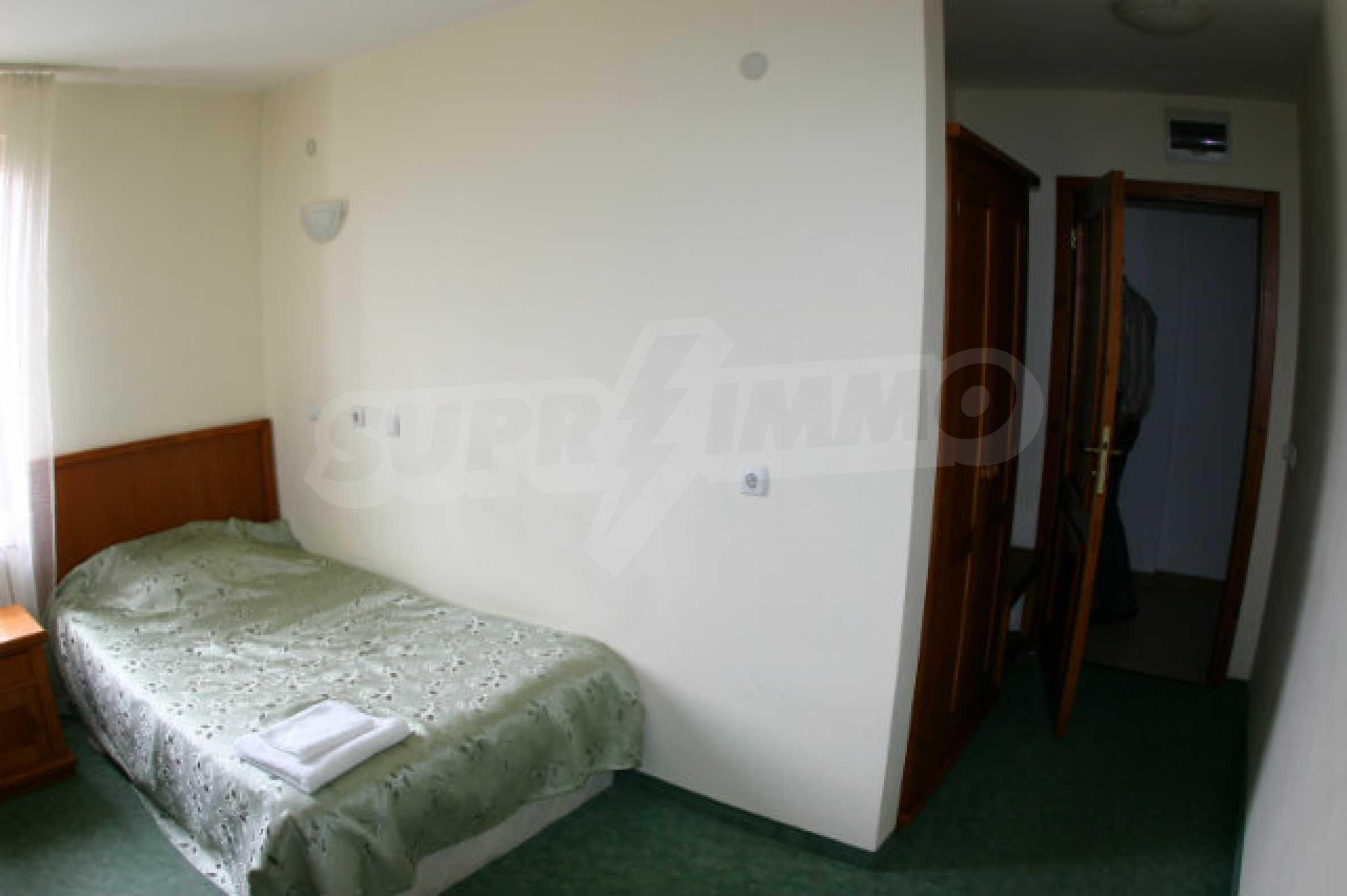 Триетажен хотел за продажба в Банско 45