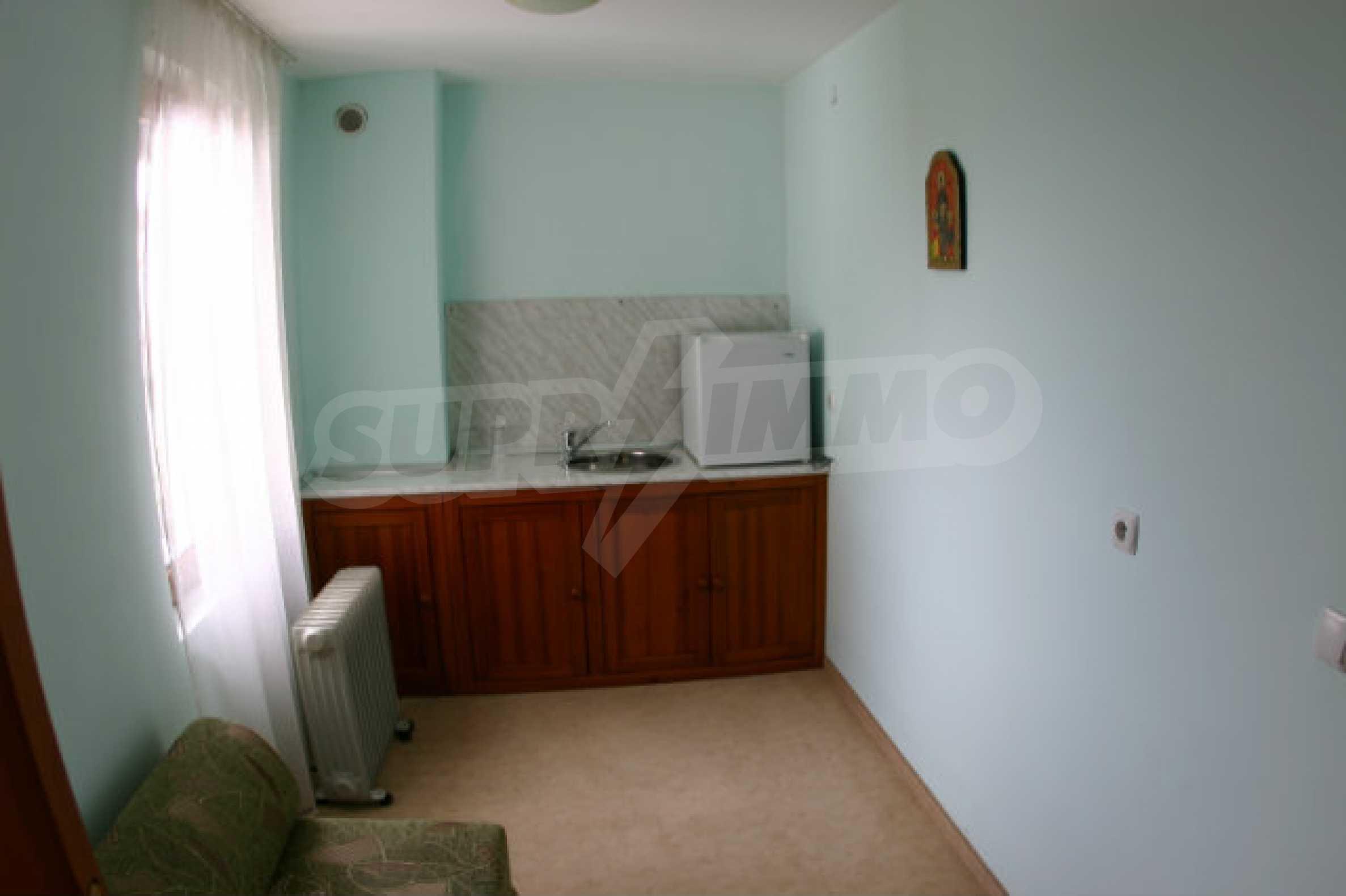 Триетажен хотел за продажба в Банско 50