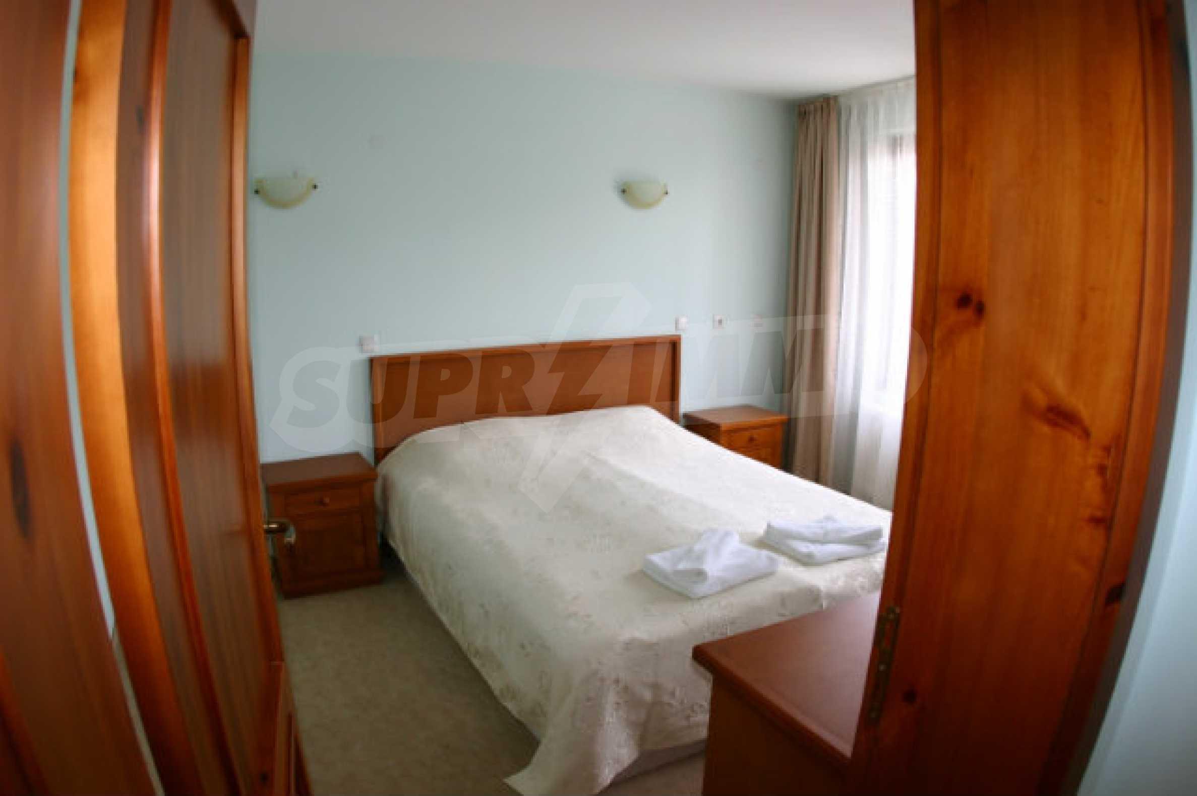 Триетажен хотел за продажба в Банско 52