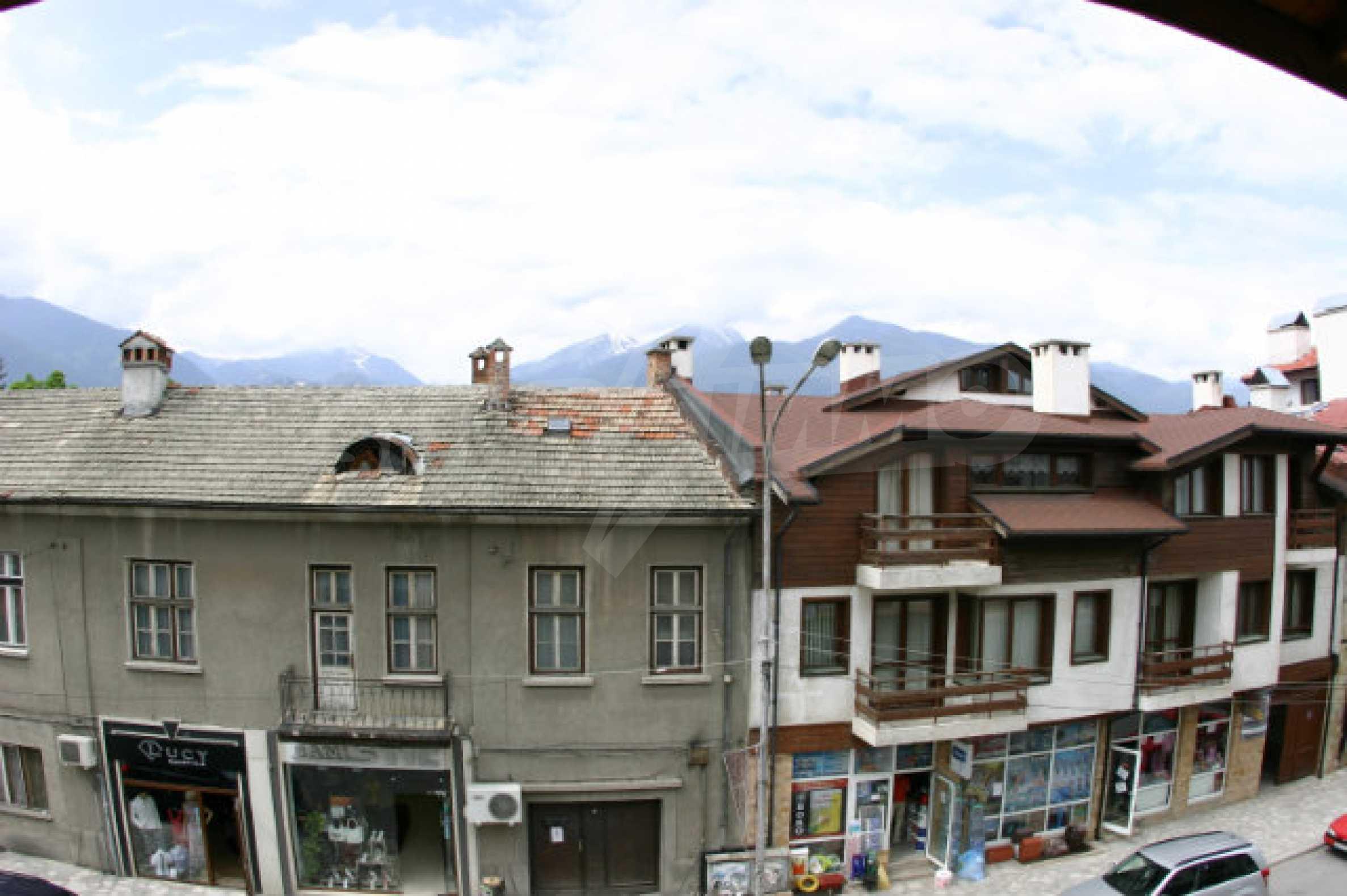 Триетажен хотел за продажба в Банско 53
