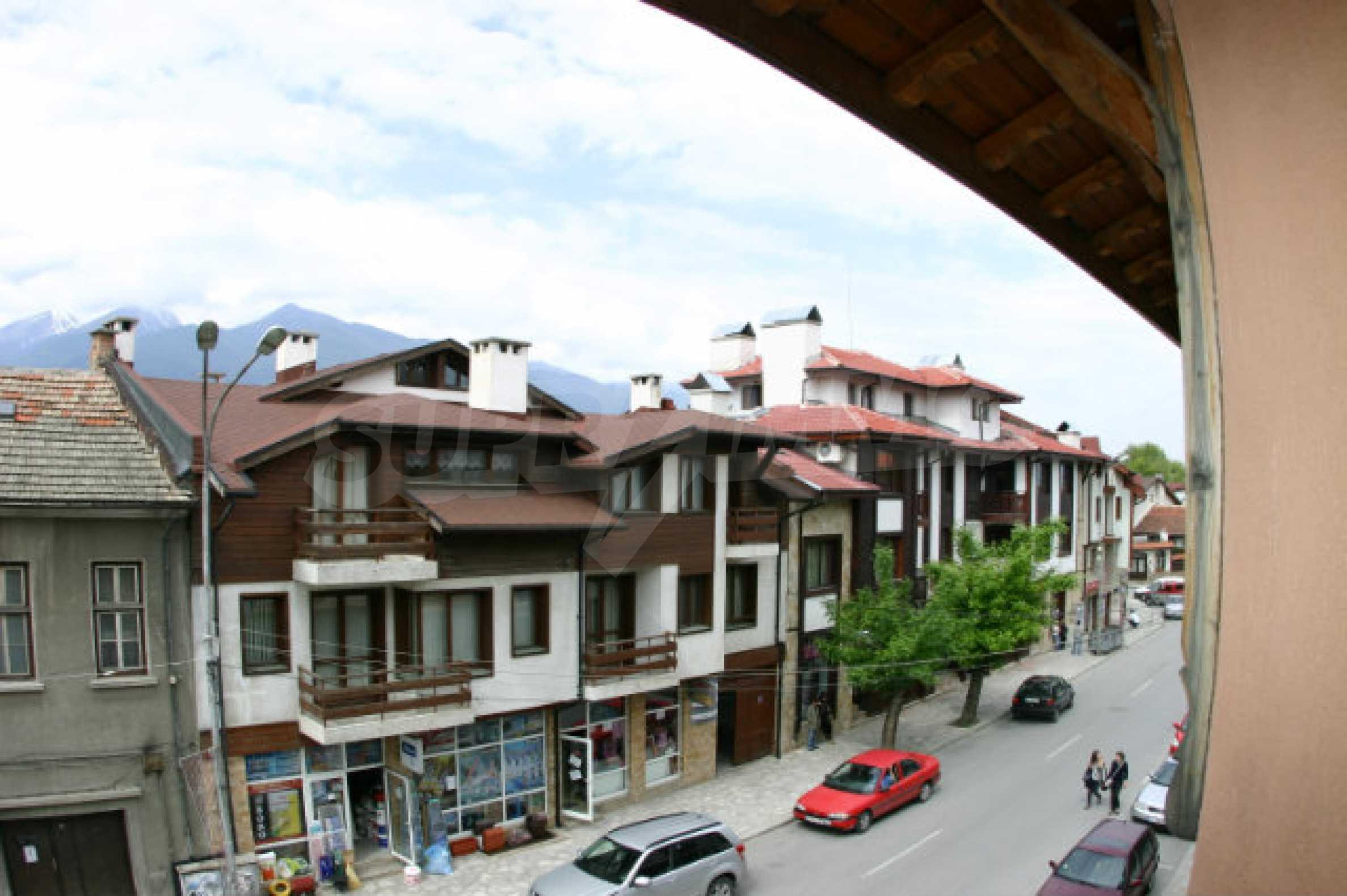 Триетажен хотел за продажба в Банско 55