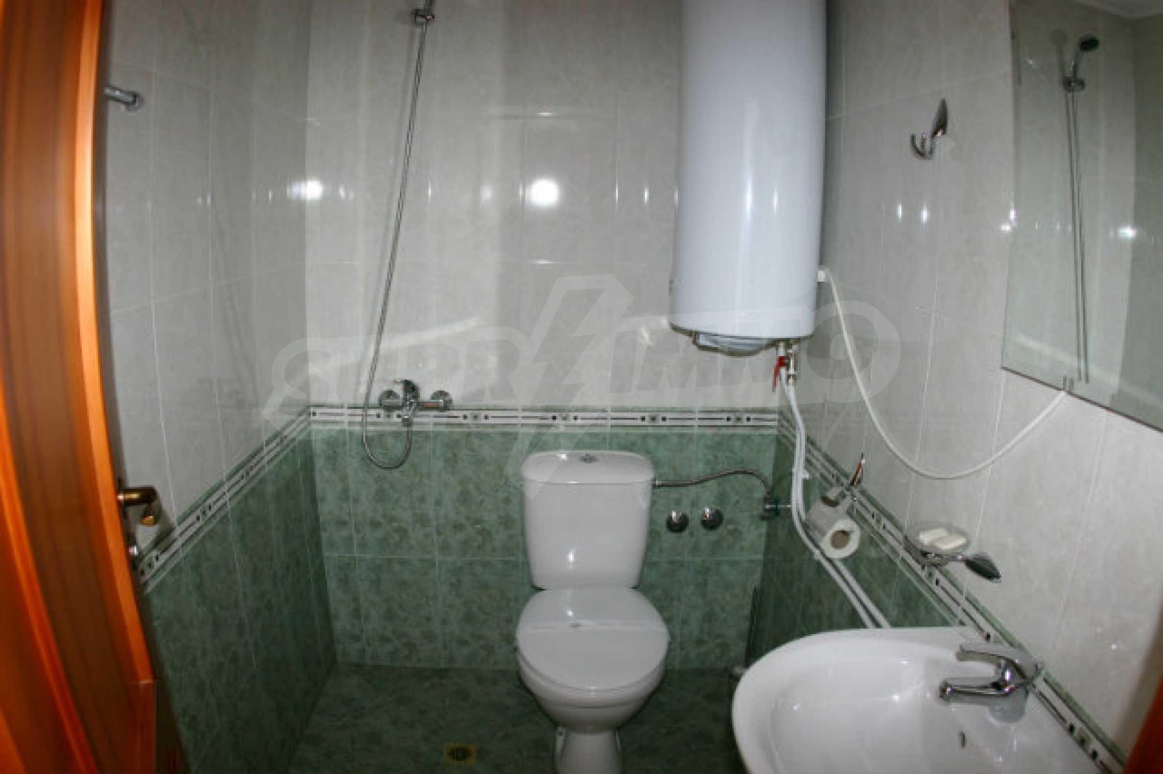 Триетажен хотел за продажба в Банско 58