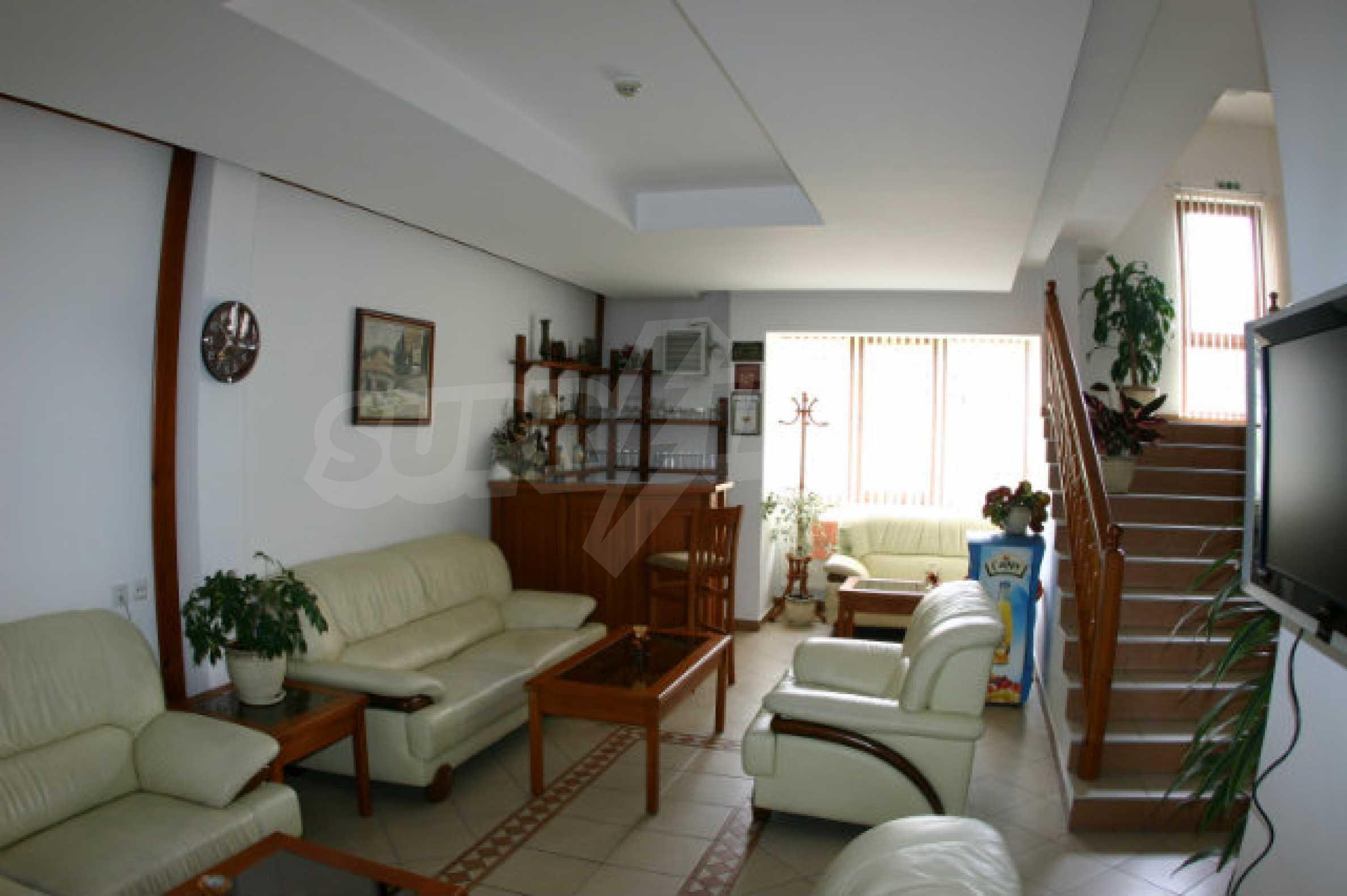 Триетажен хотел за продажба в Банско 5