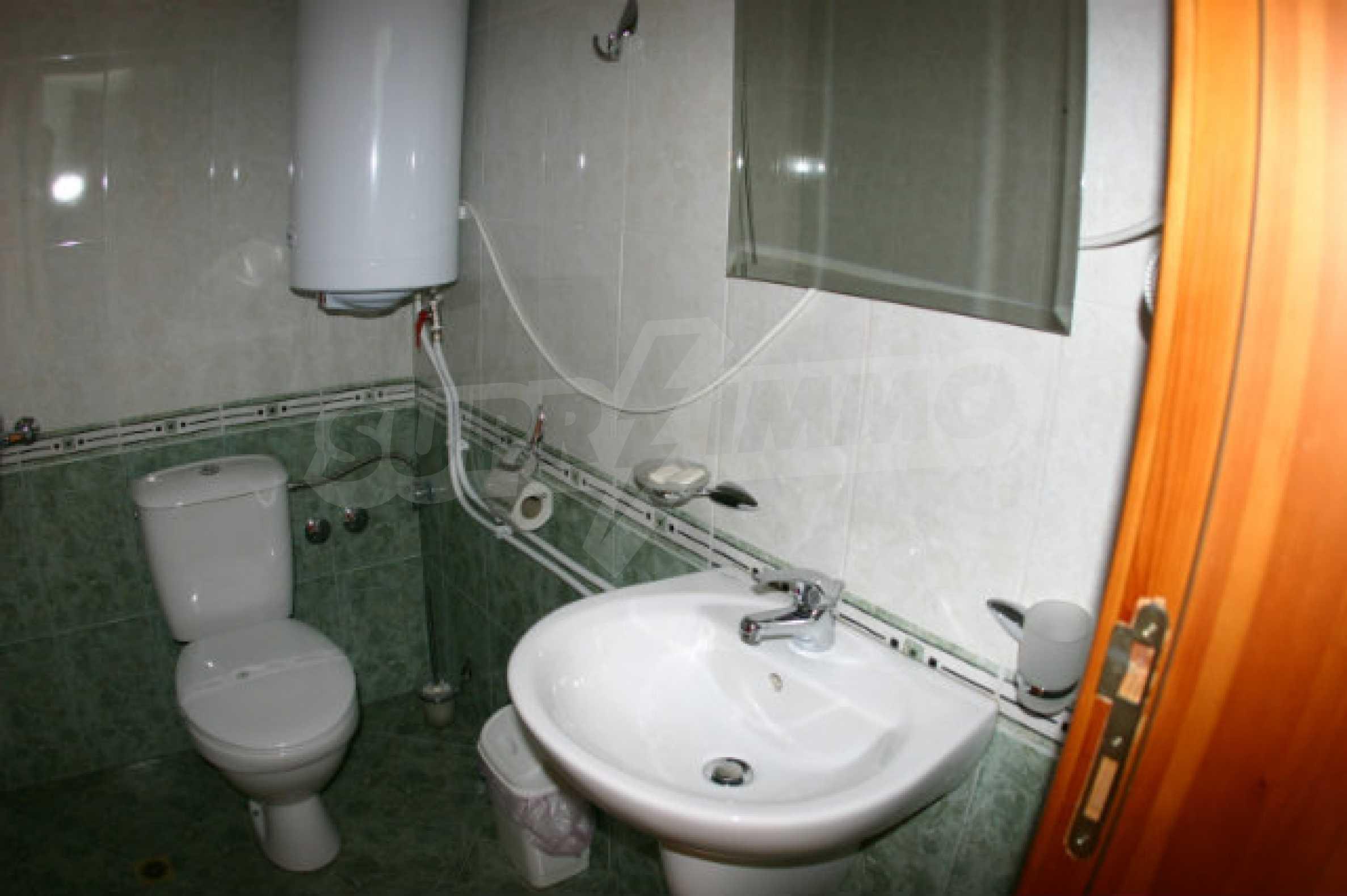 Триетажен хотел за продажба в Банско 59
