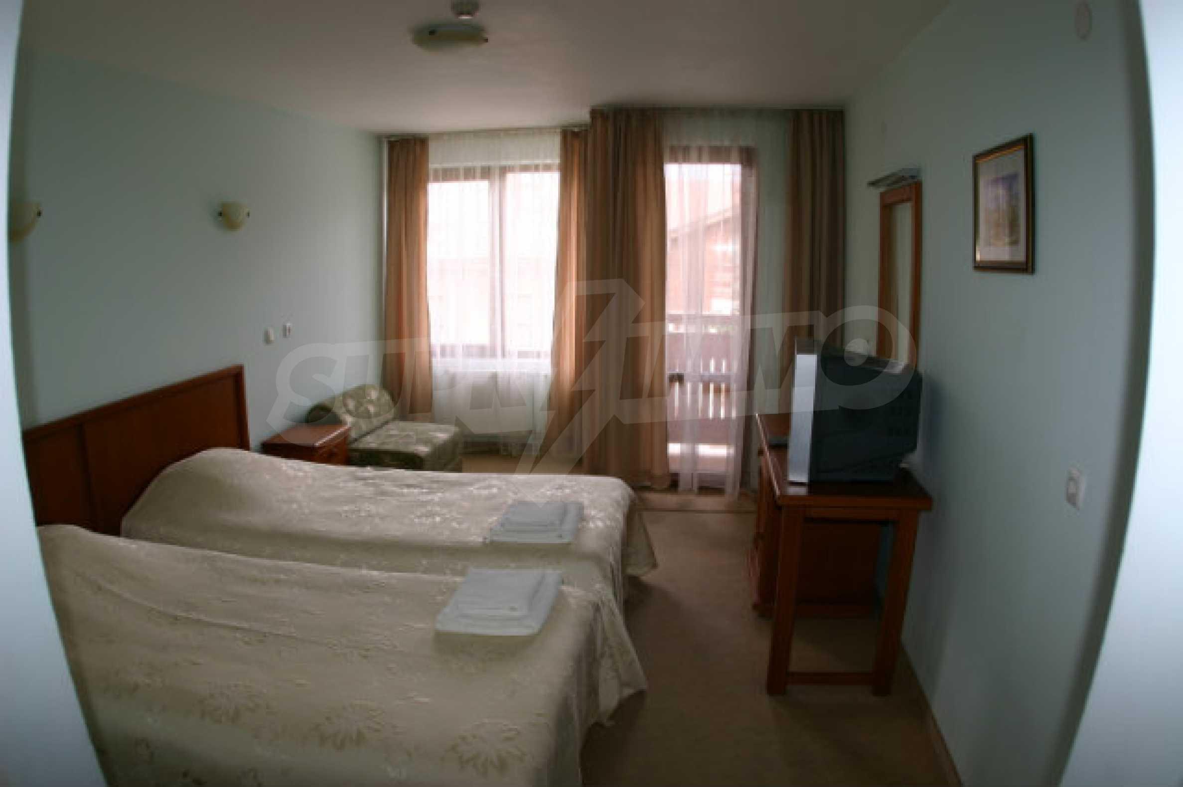 Триетажен хотел за продажба в Банско 61