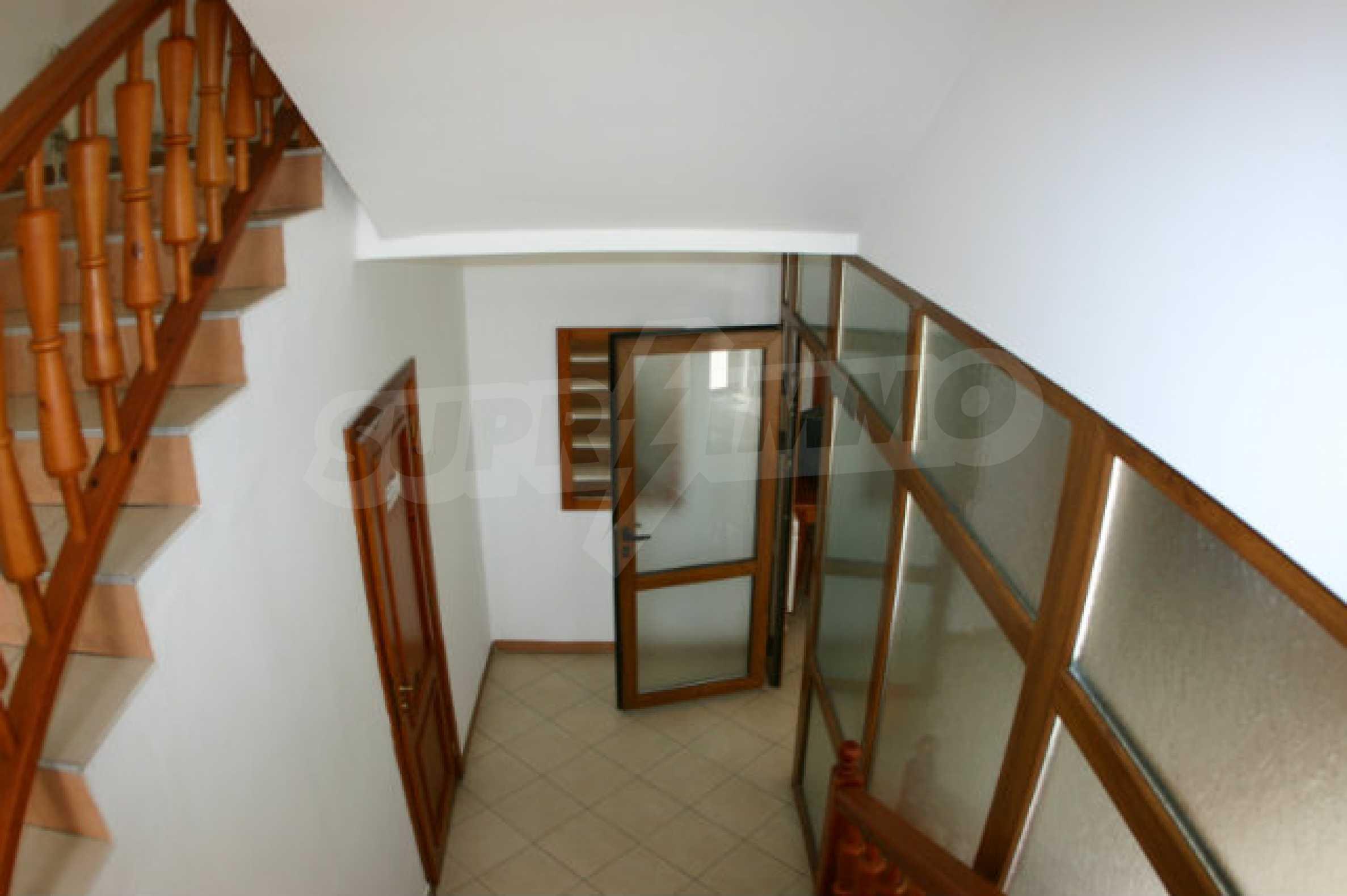 Триетажен хотел за продажба в Банско 8