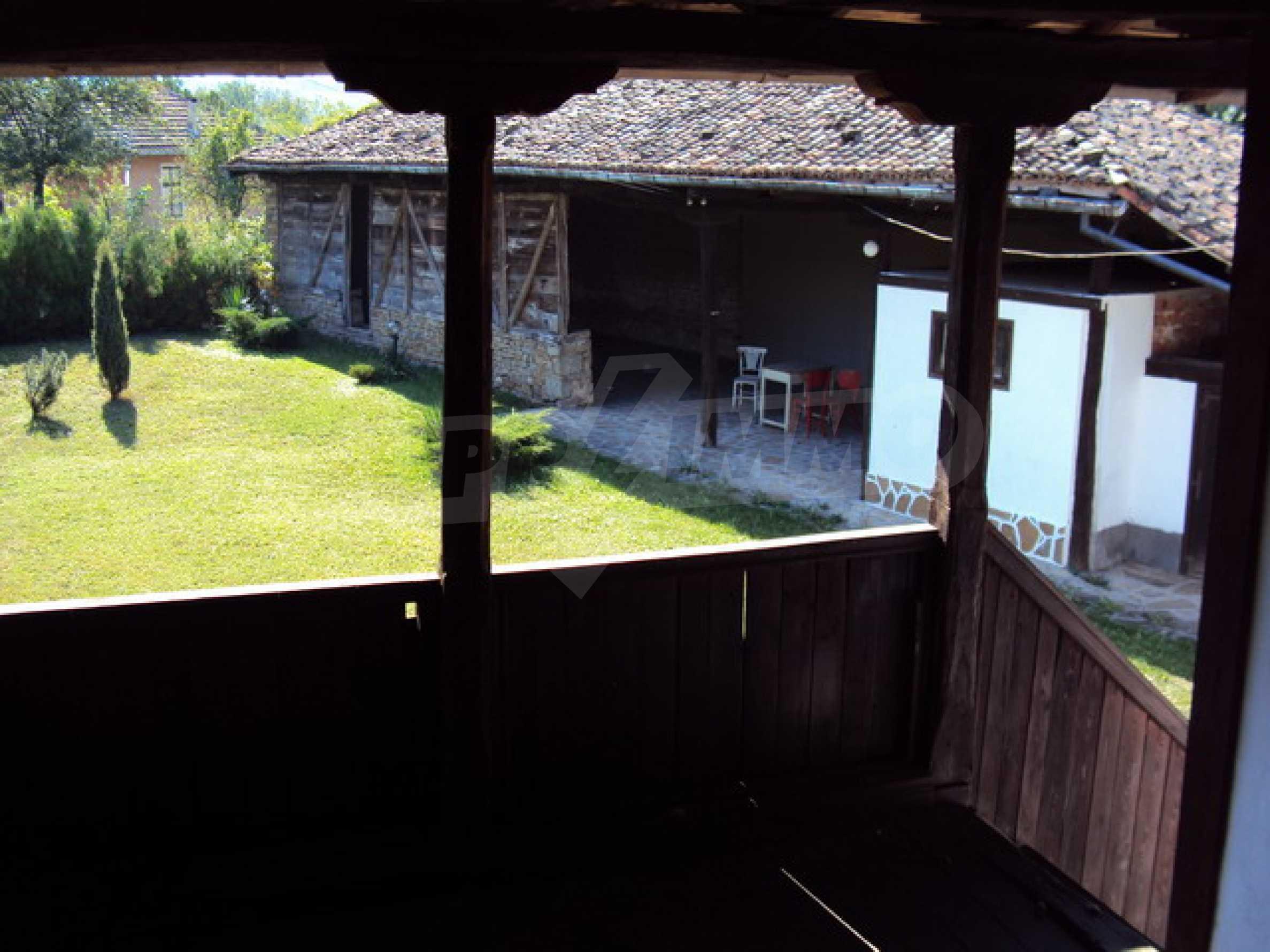 Ремонтирана традиционна къща 15