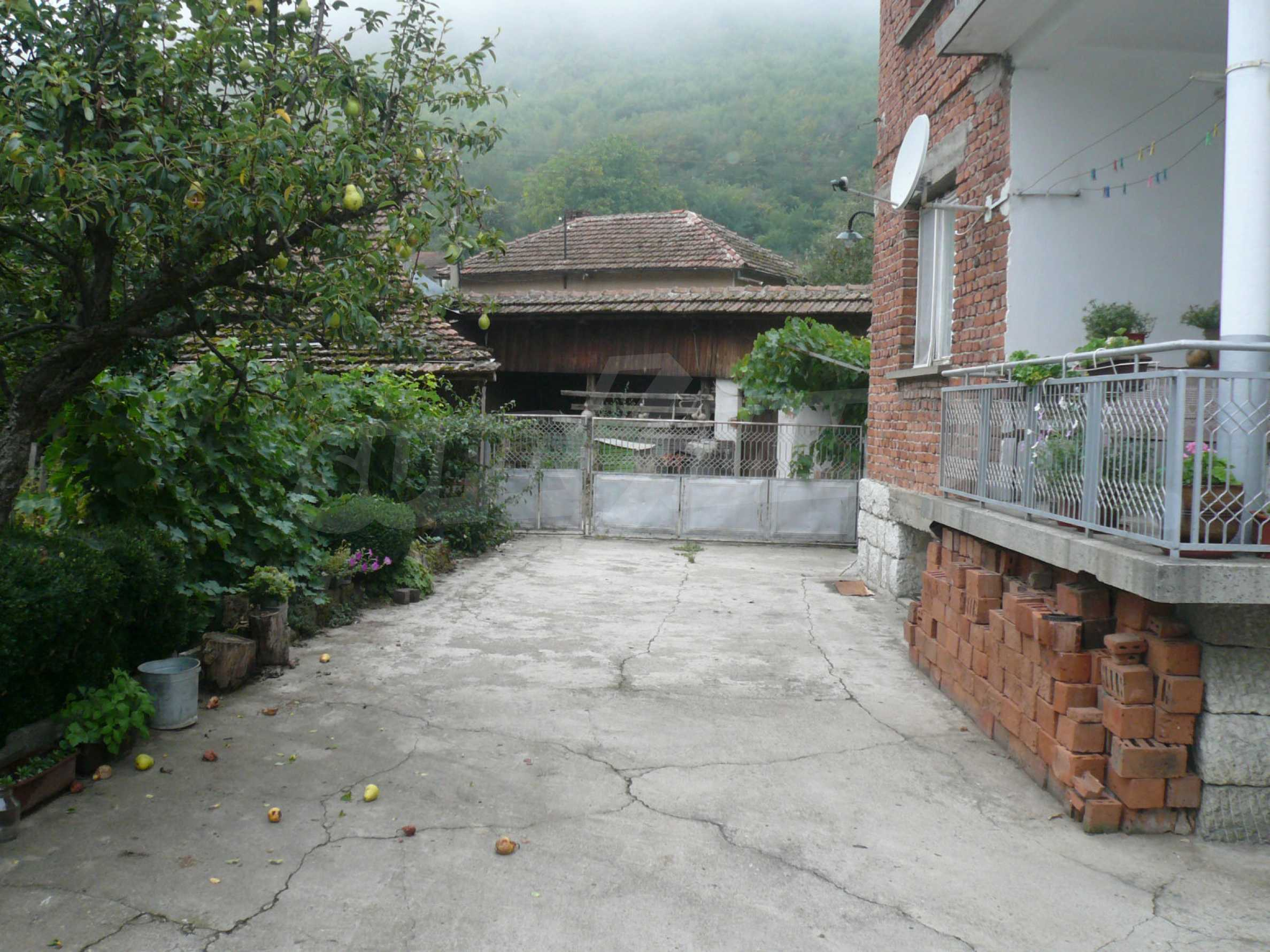 Nice solid house 27 km from Belogradchik 5