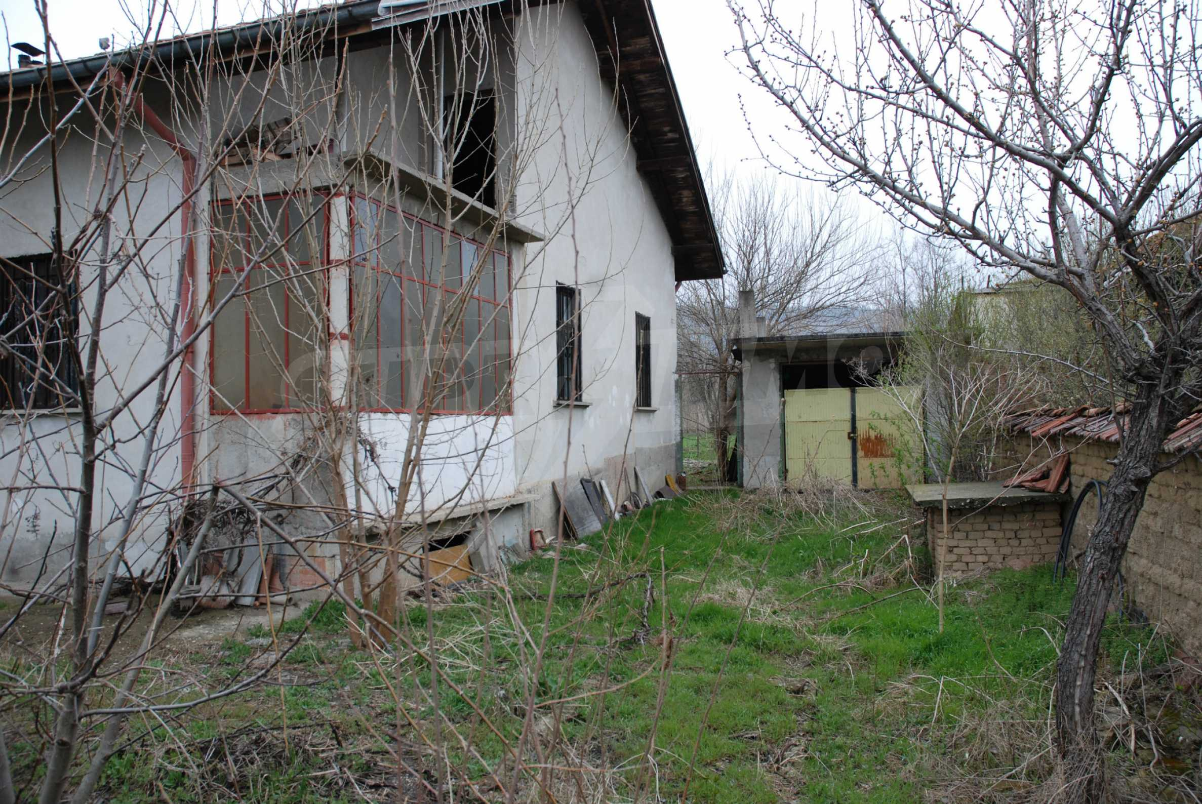 A big house near Danube river and the town of Svishtov 11