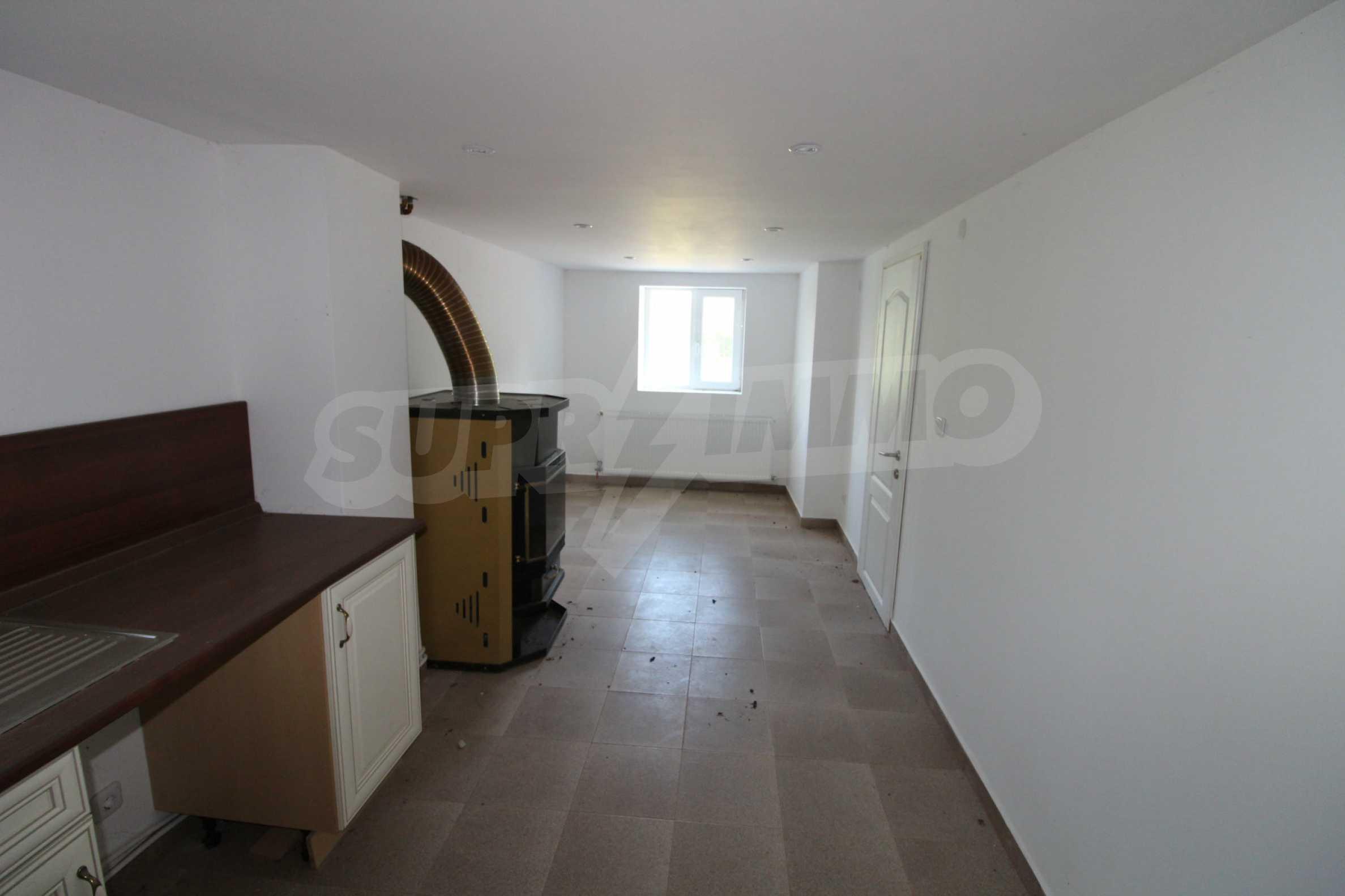 Реновирана двуетажна къща само на 5 км от град Габрово  15