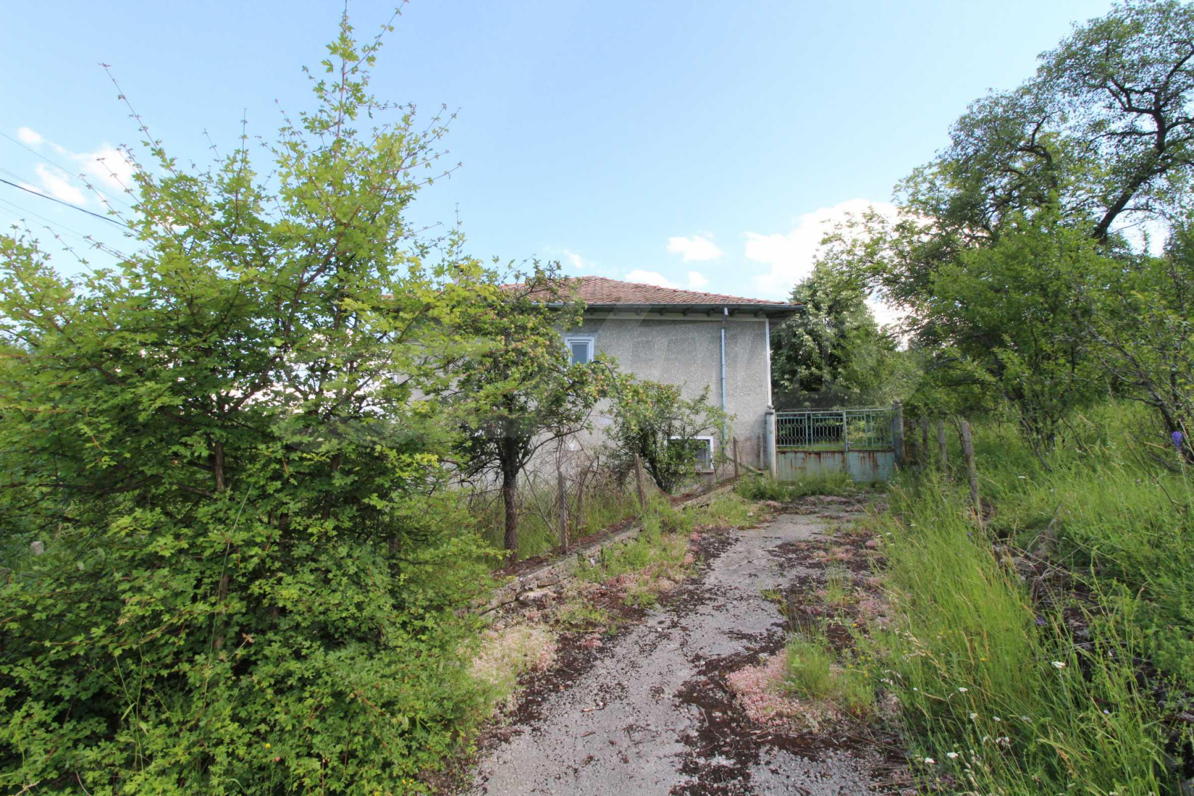 Реновирана двуетажна къща само на 5 км от град Габрово  21