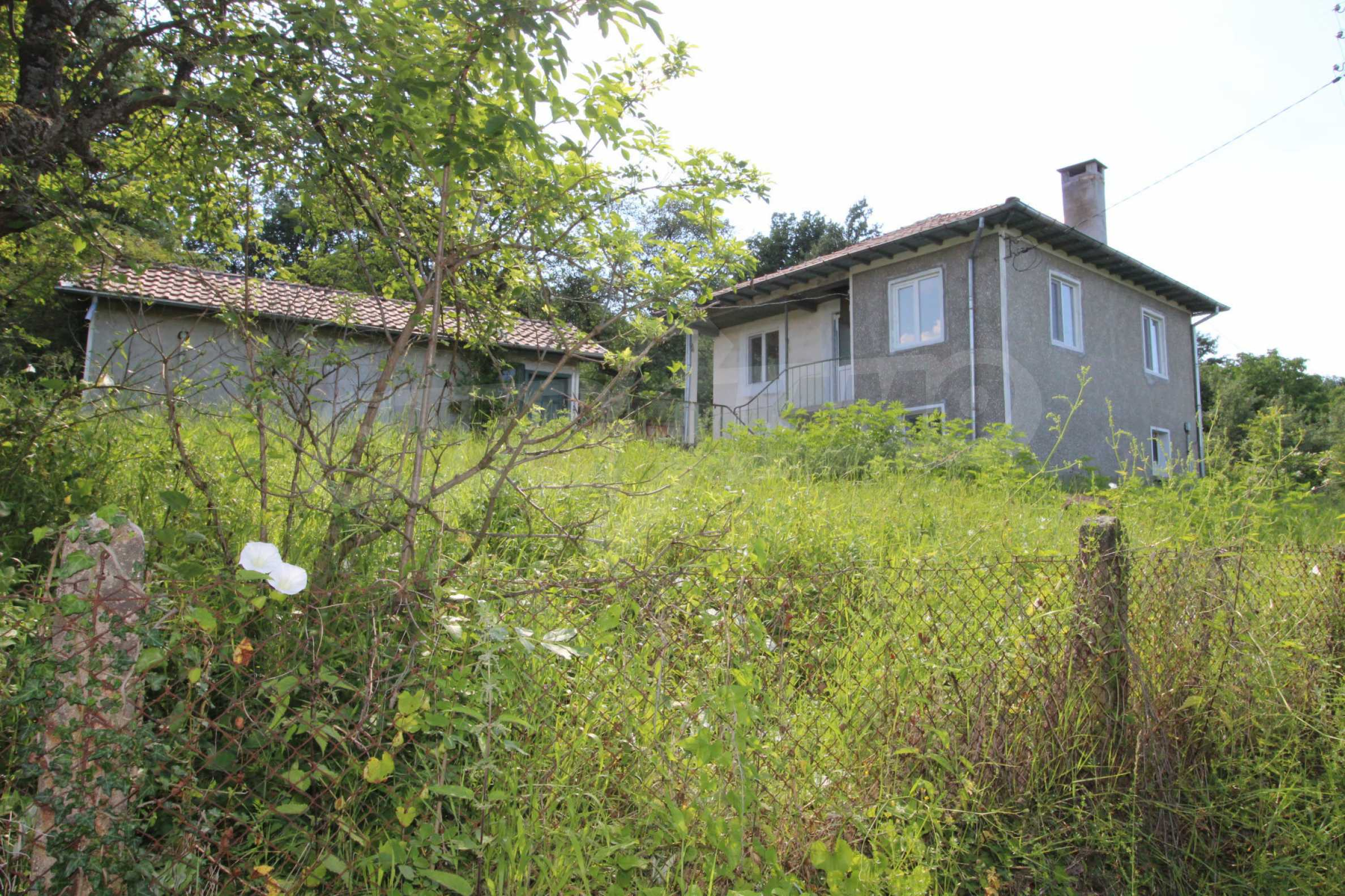 Реновирана двуетажна къща само на 5 км от град Габрово  24