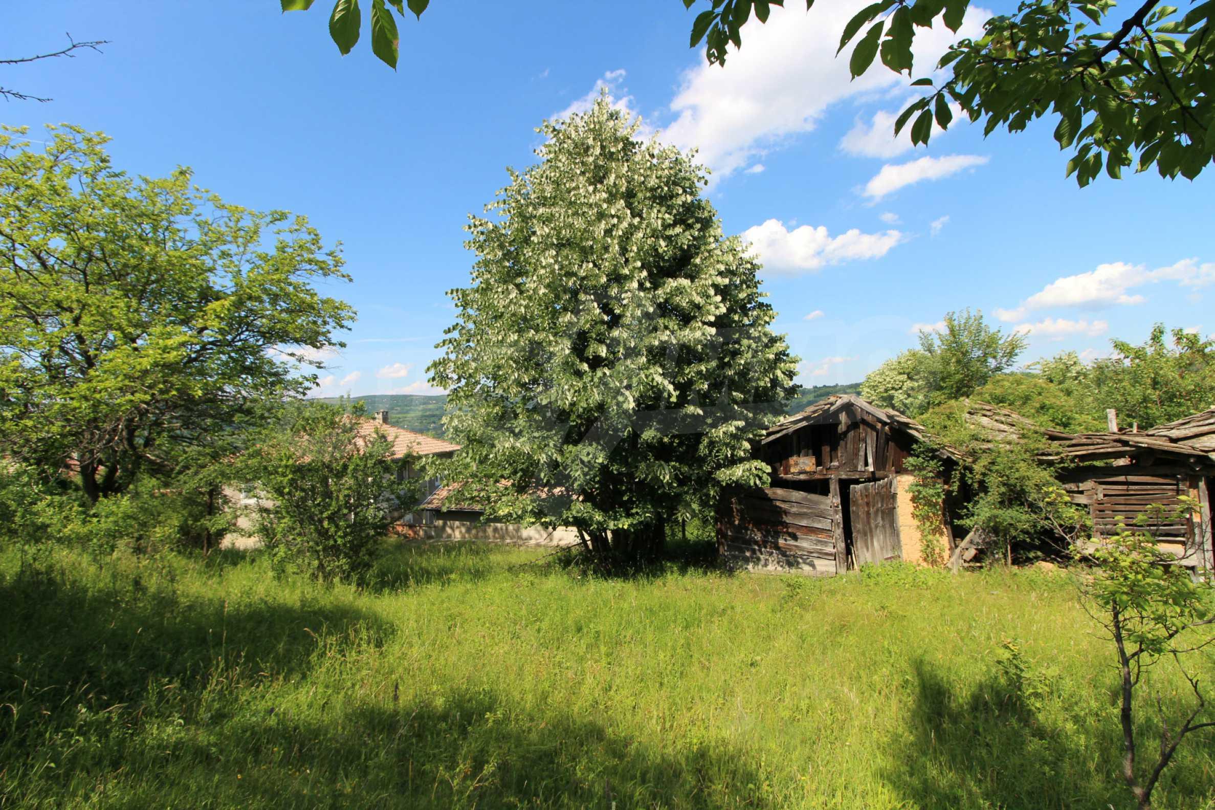 Реновирана двуетажна къща само на 5 км от град Габрово  3