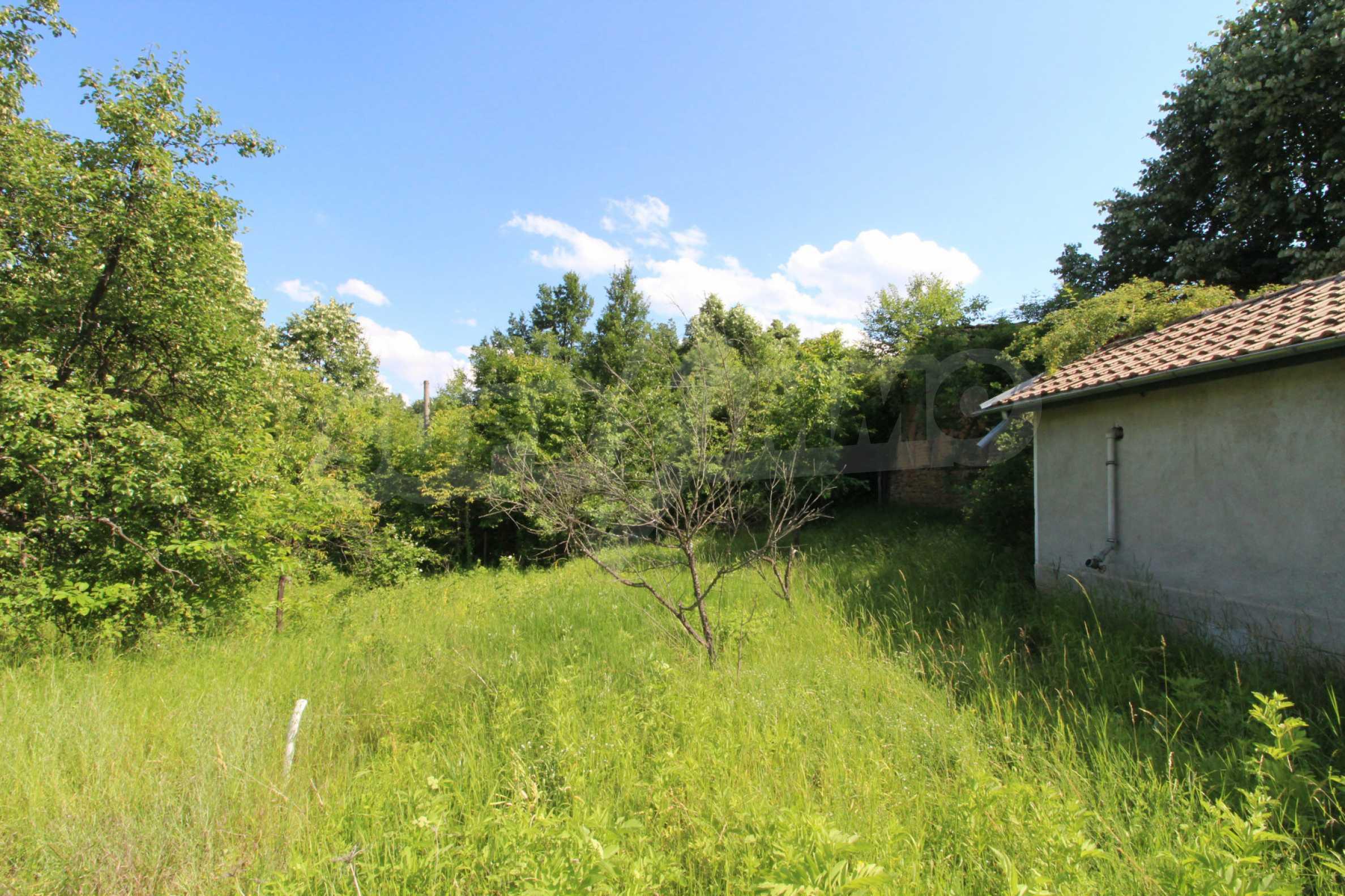 Реновирана двуетажна къща само на 5 км от град Габрово  4