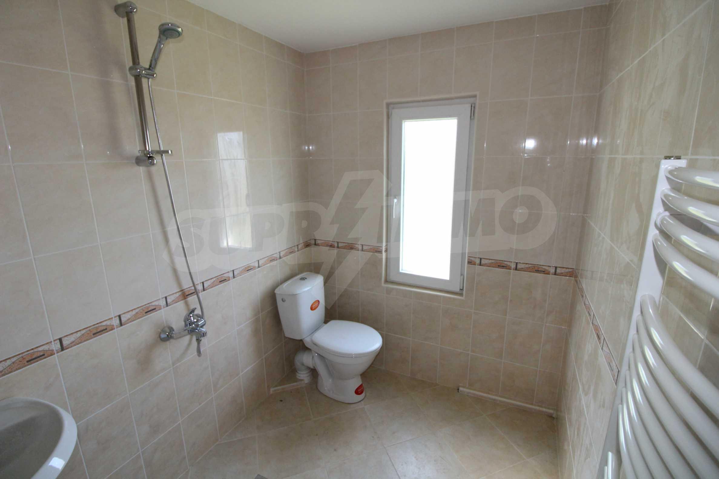 Реновирана двуетажна къща само на 5 км от град Габрово  6