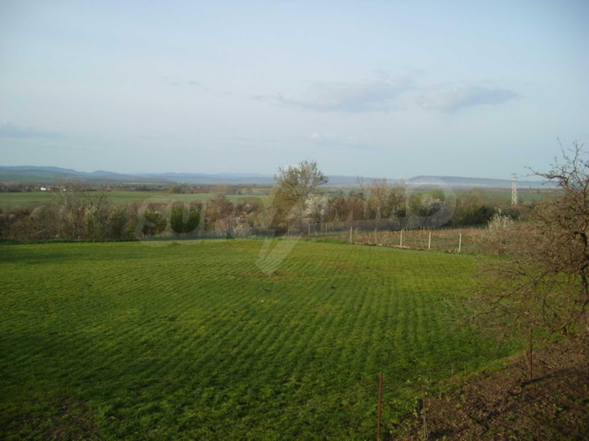 Красив имот в село до Велико Търново 43