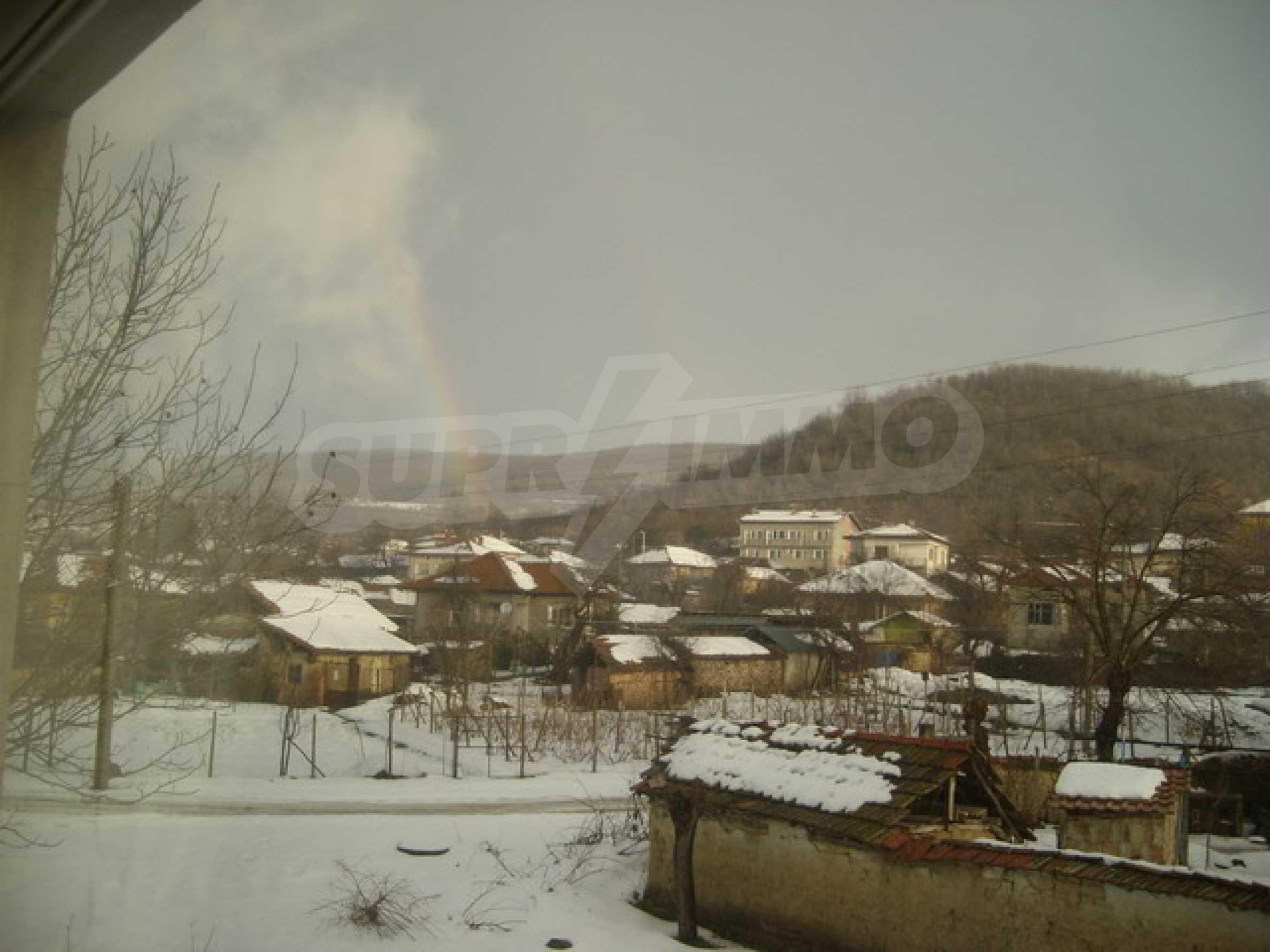 Красив имот в село до Велико Търново 45