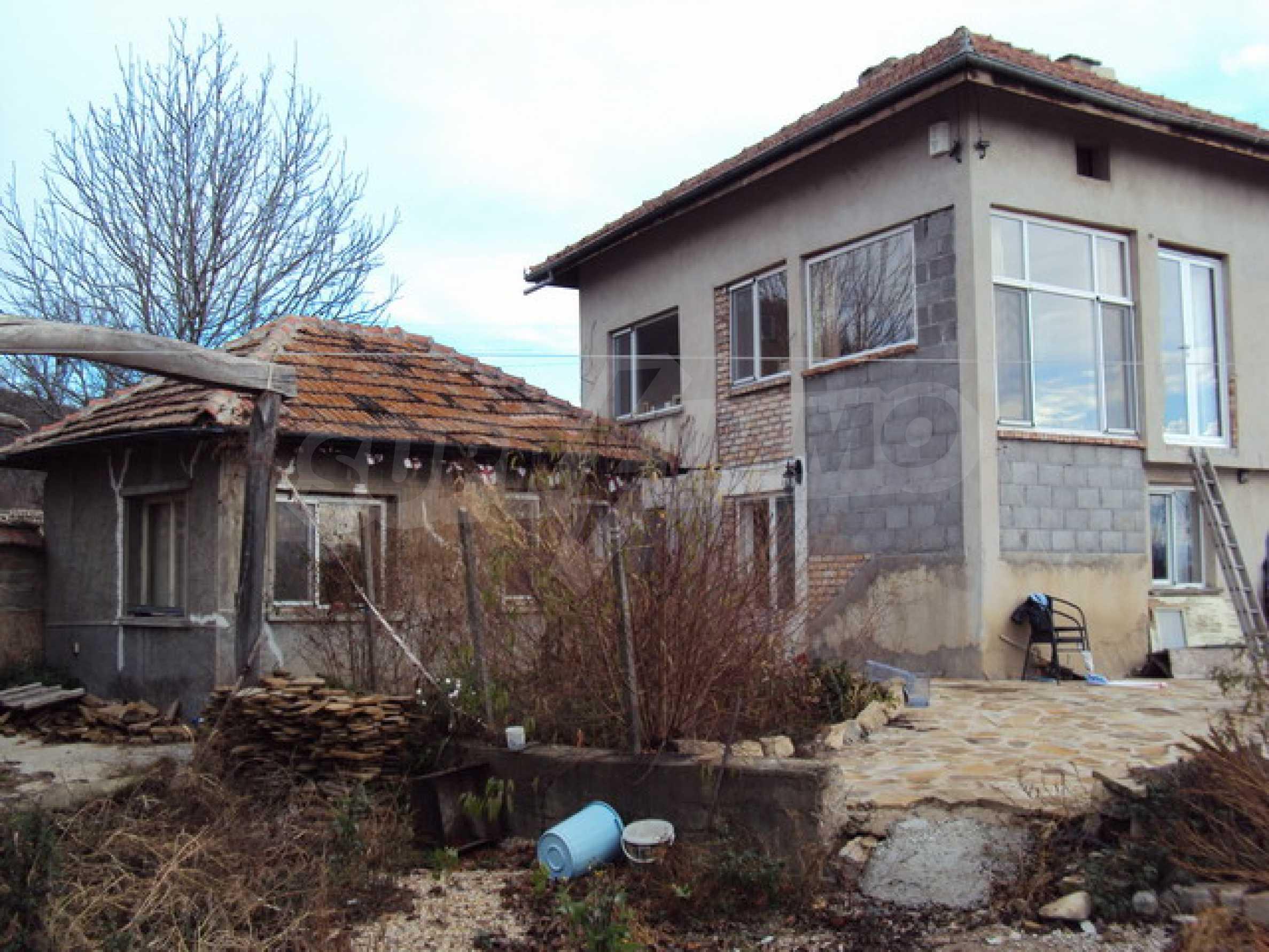 Красив имот в село до Велико Търново 53
