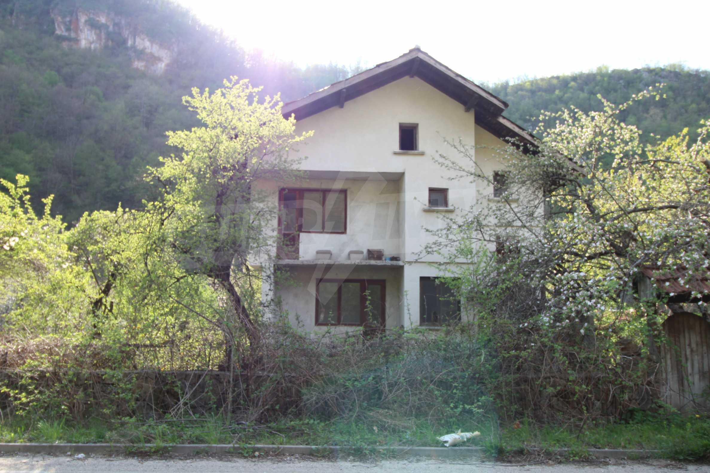 Чудесен планински имот в град Тетевен