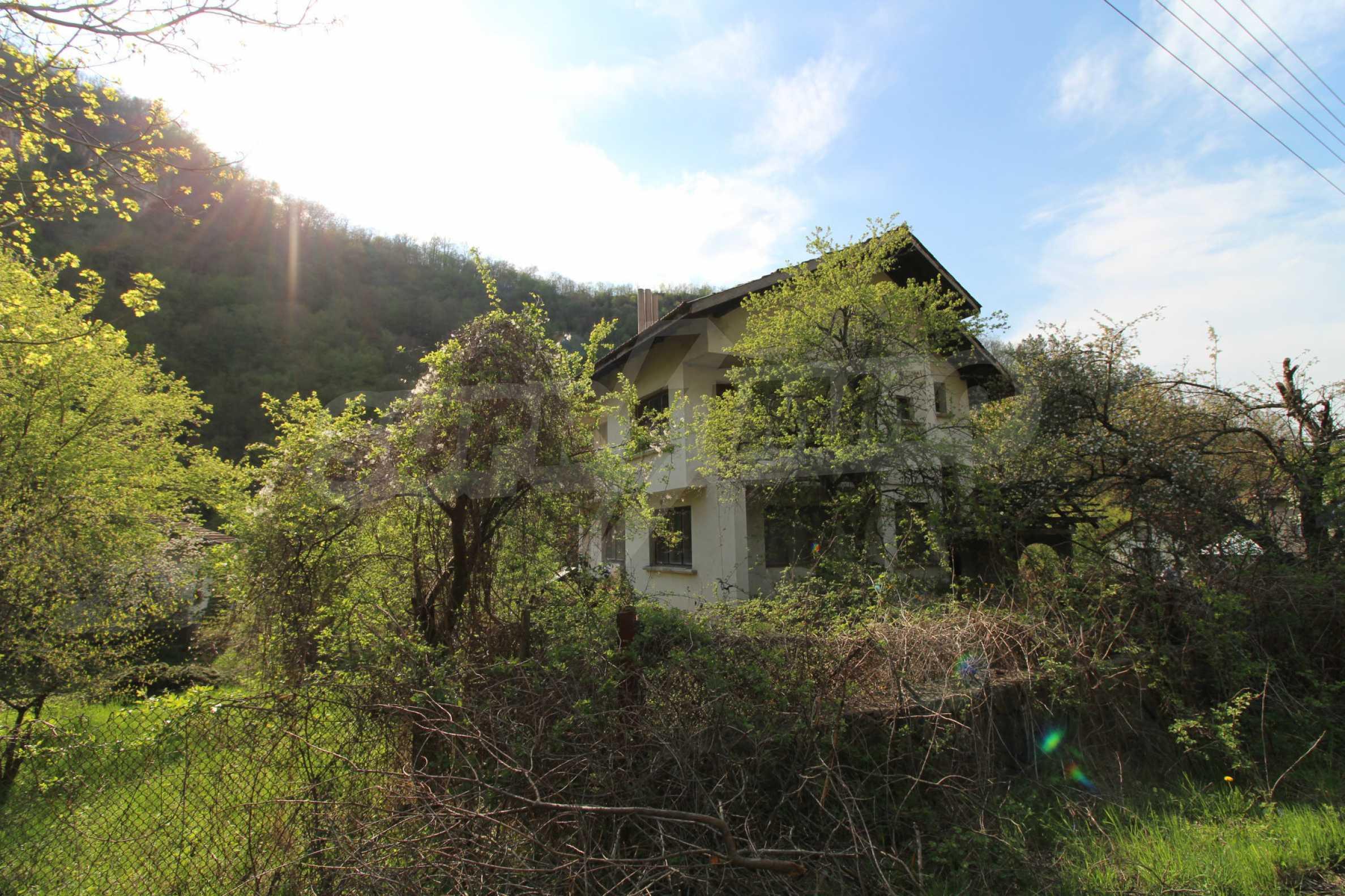 Чудесен планински имот в град Тетевен 37