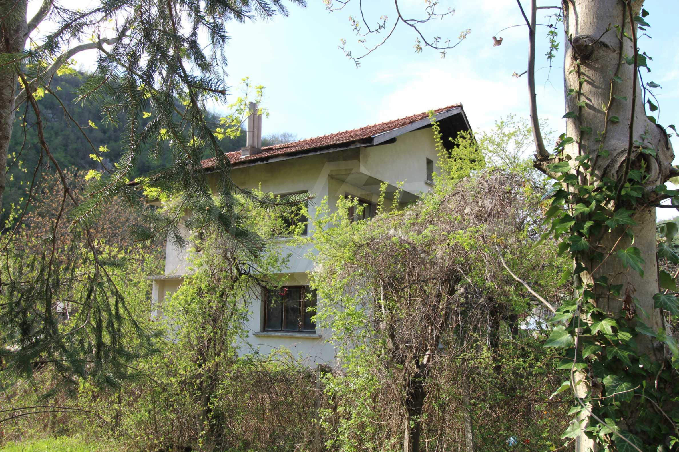 Чудесен планински имот в град Тетевен 38