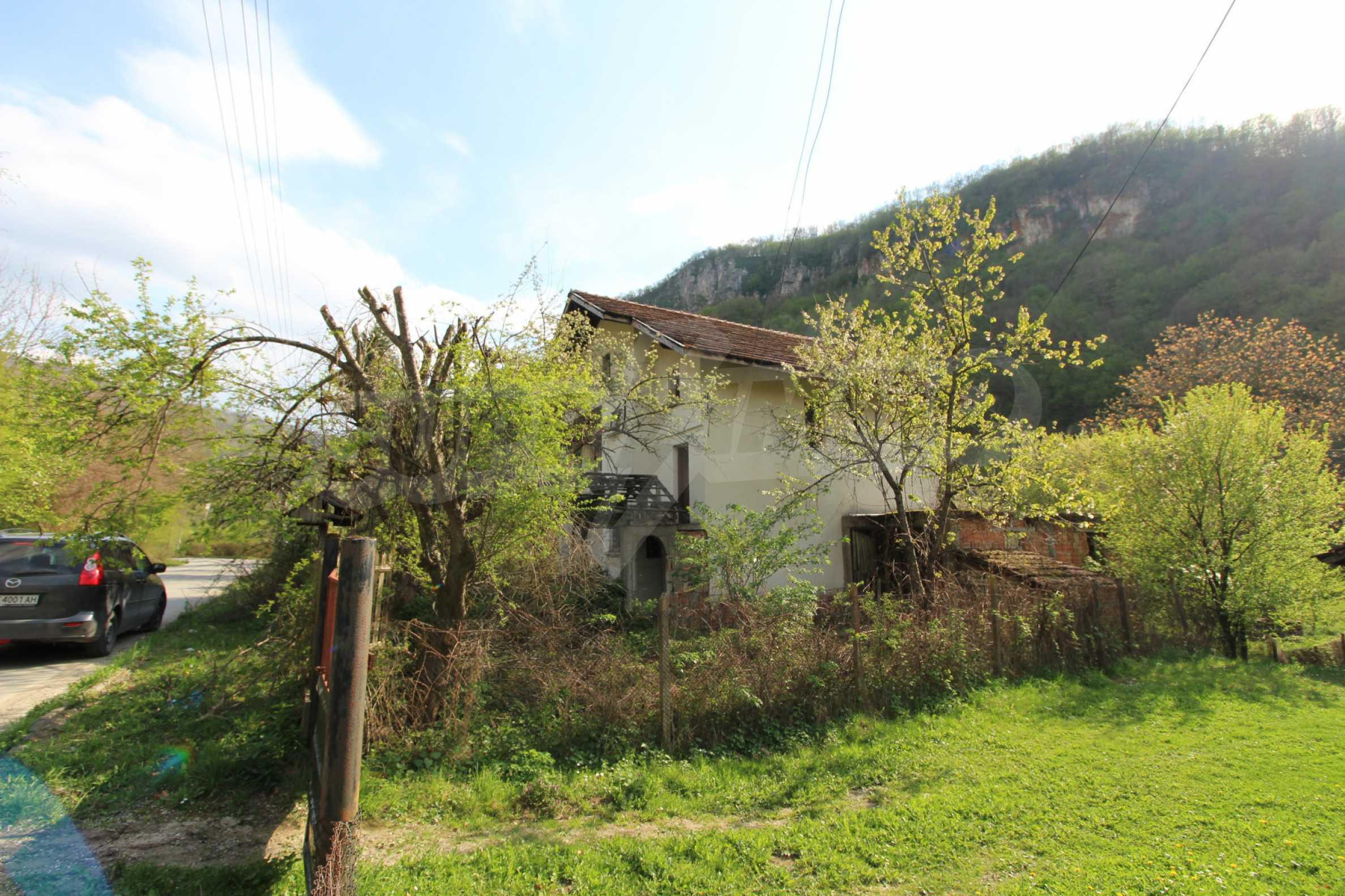 Чудесен планински имот в град Тетевен 3