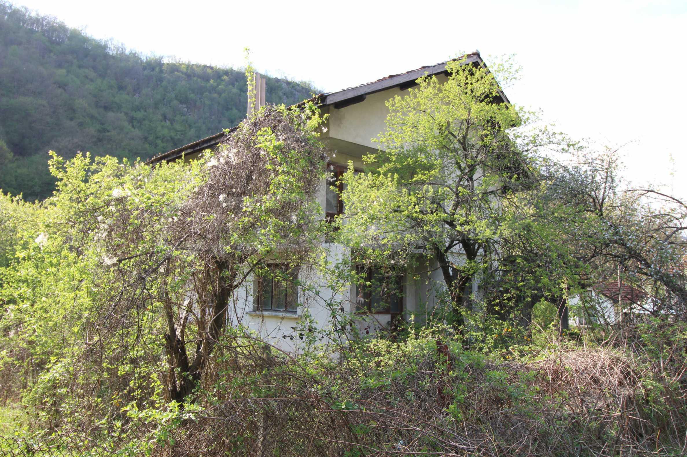 Чудесен планински имот в град Тетевен 40