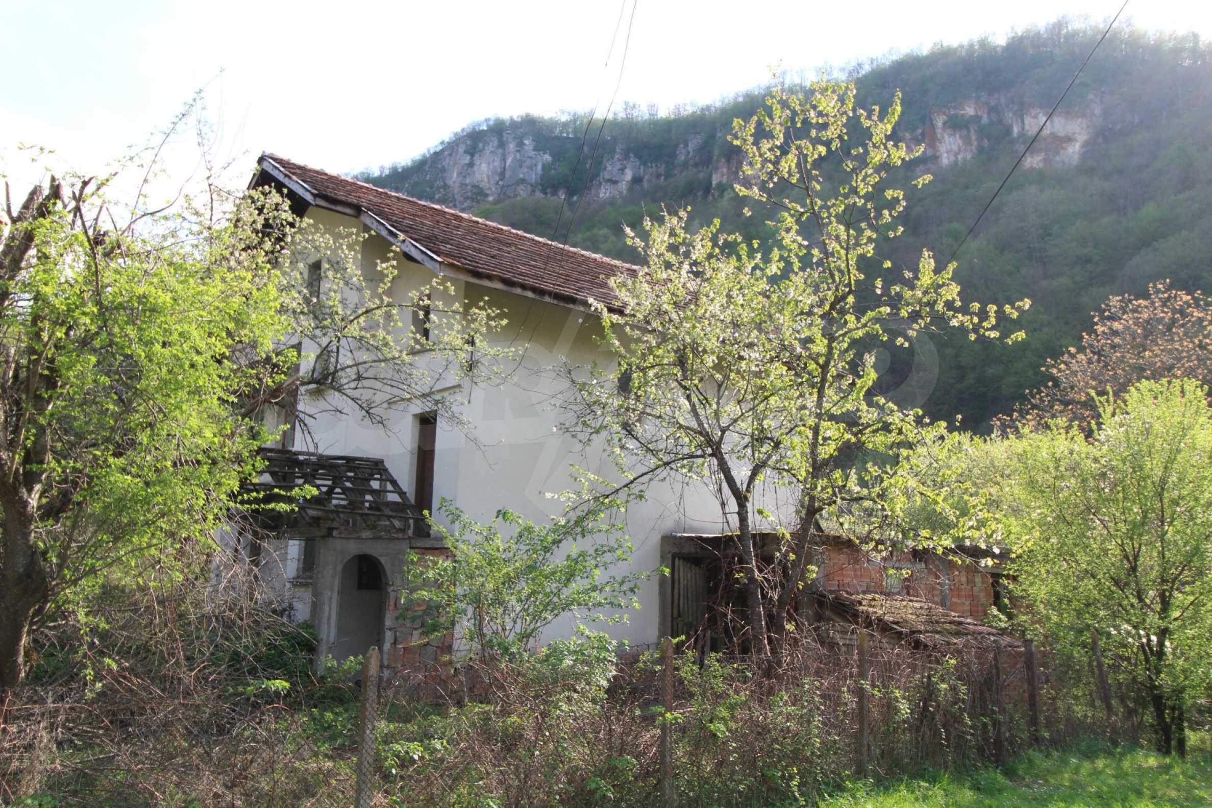 Чудесен планински имот в град Тетевен 41