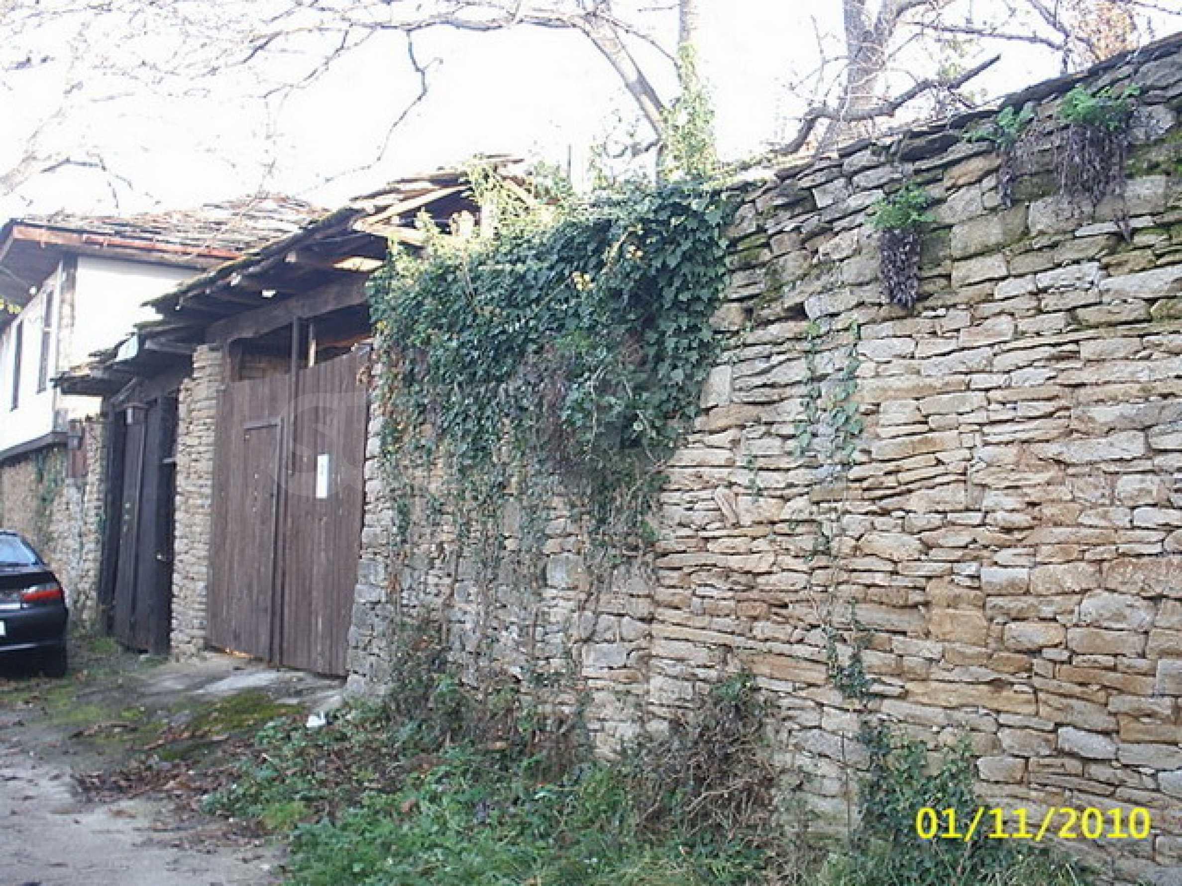 Традиционен имот в малко, китно село 11