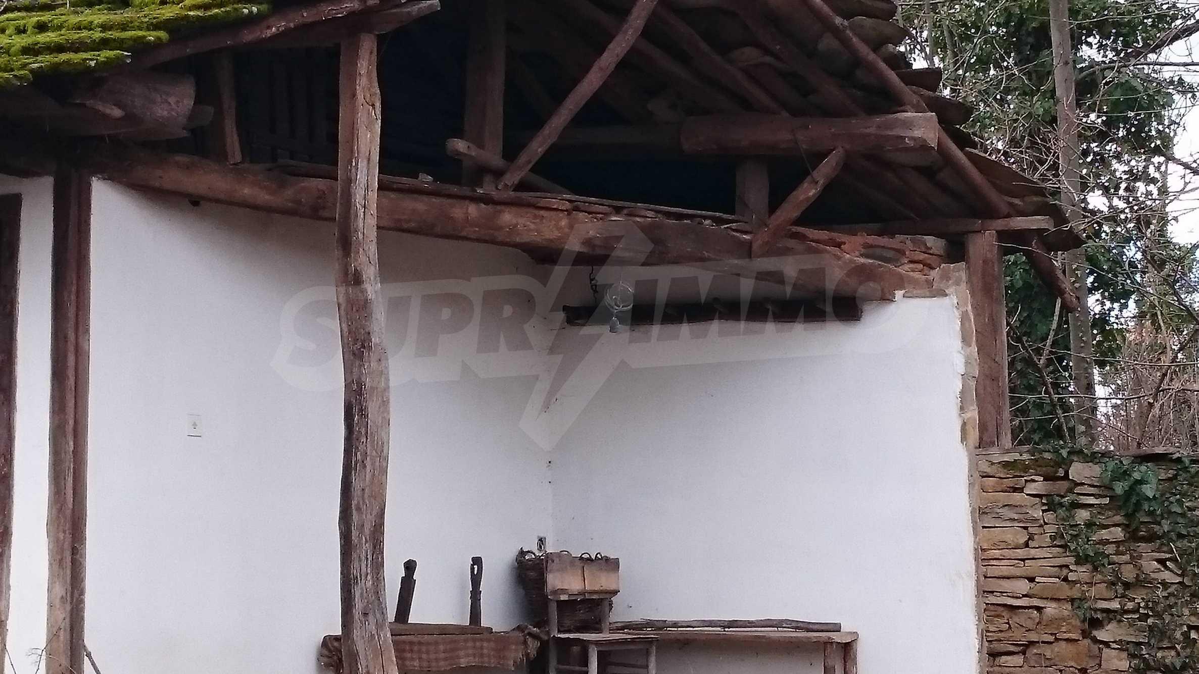 Традиционен имот в малко, китно село 40