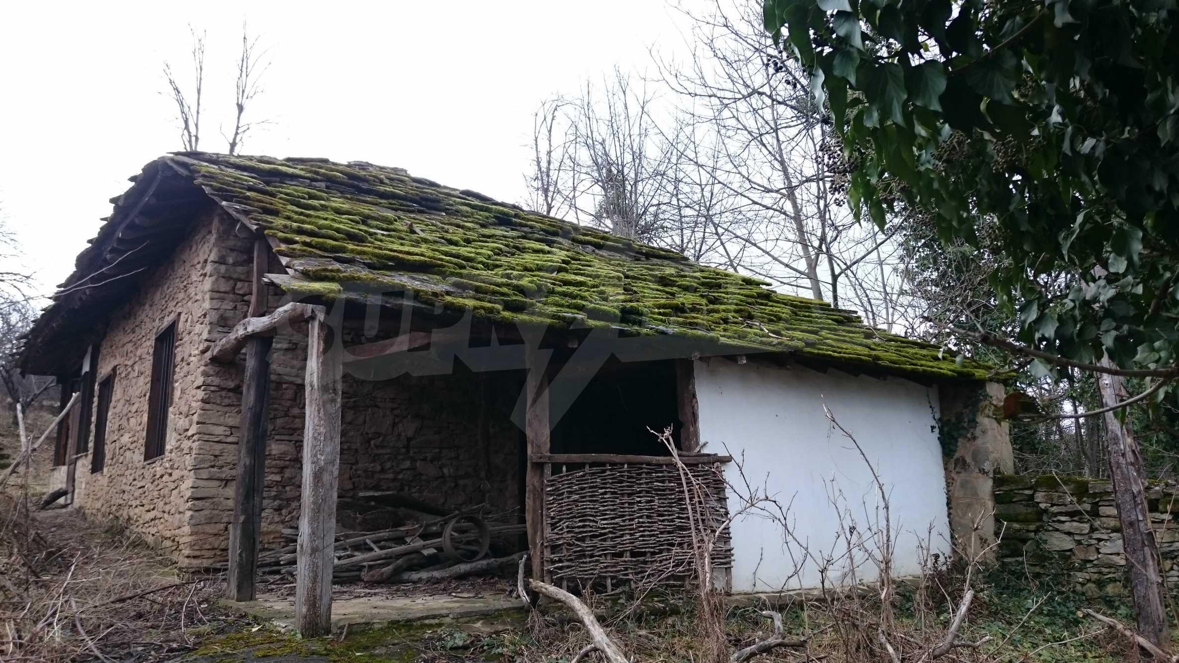 Традиционен имот в малко, китно село 45