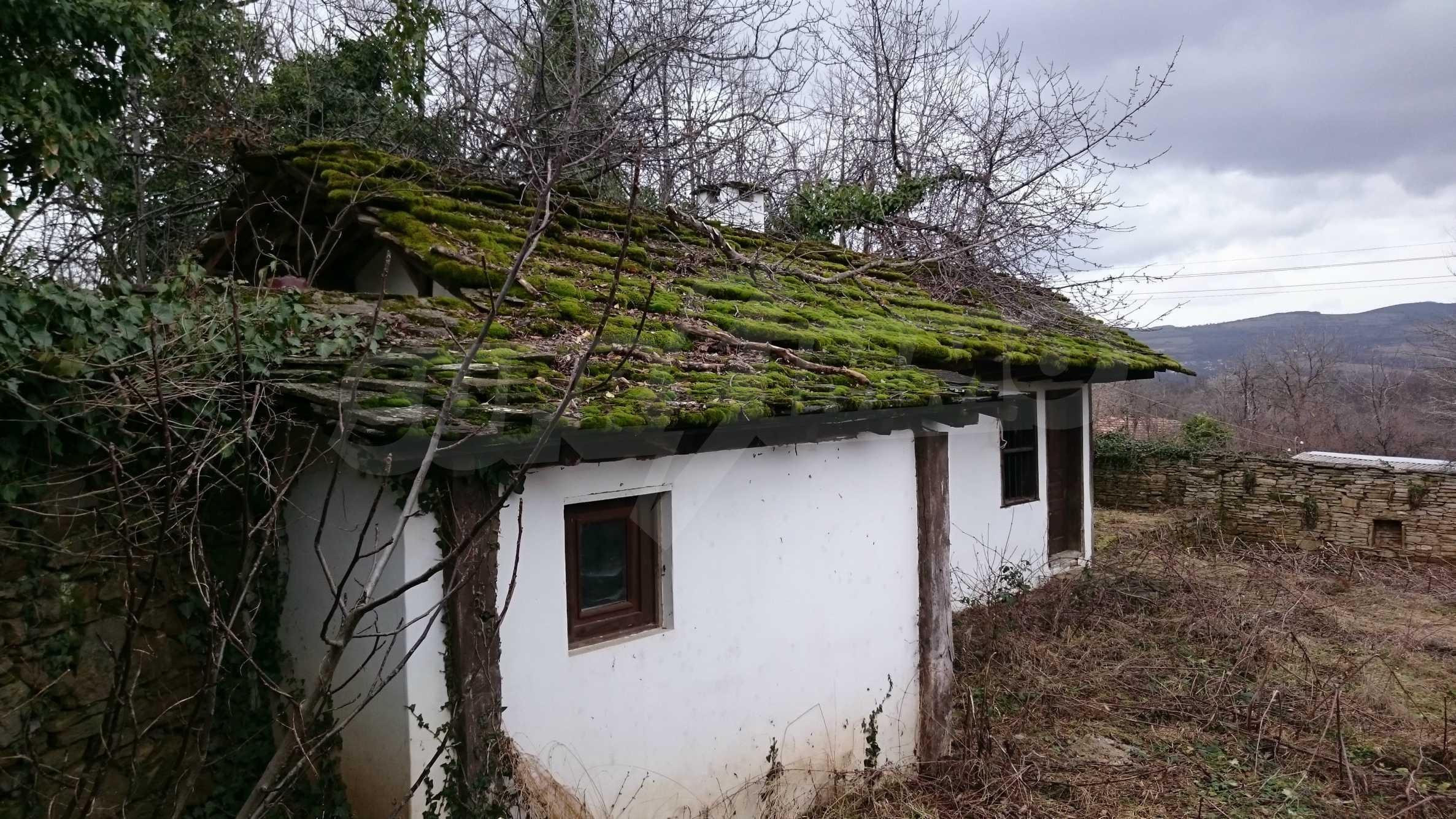 Традиционен имот в малко, китно село 46