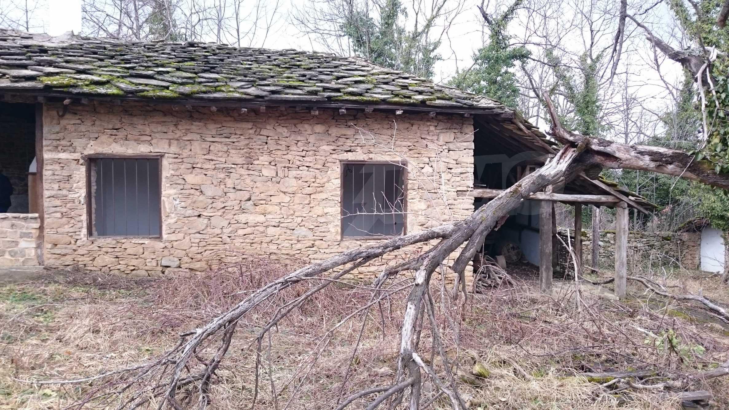 Традиционен имот в малко, китно село 48
