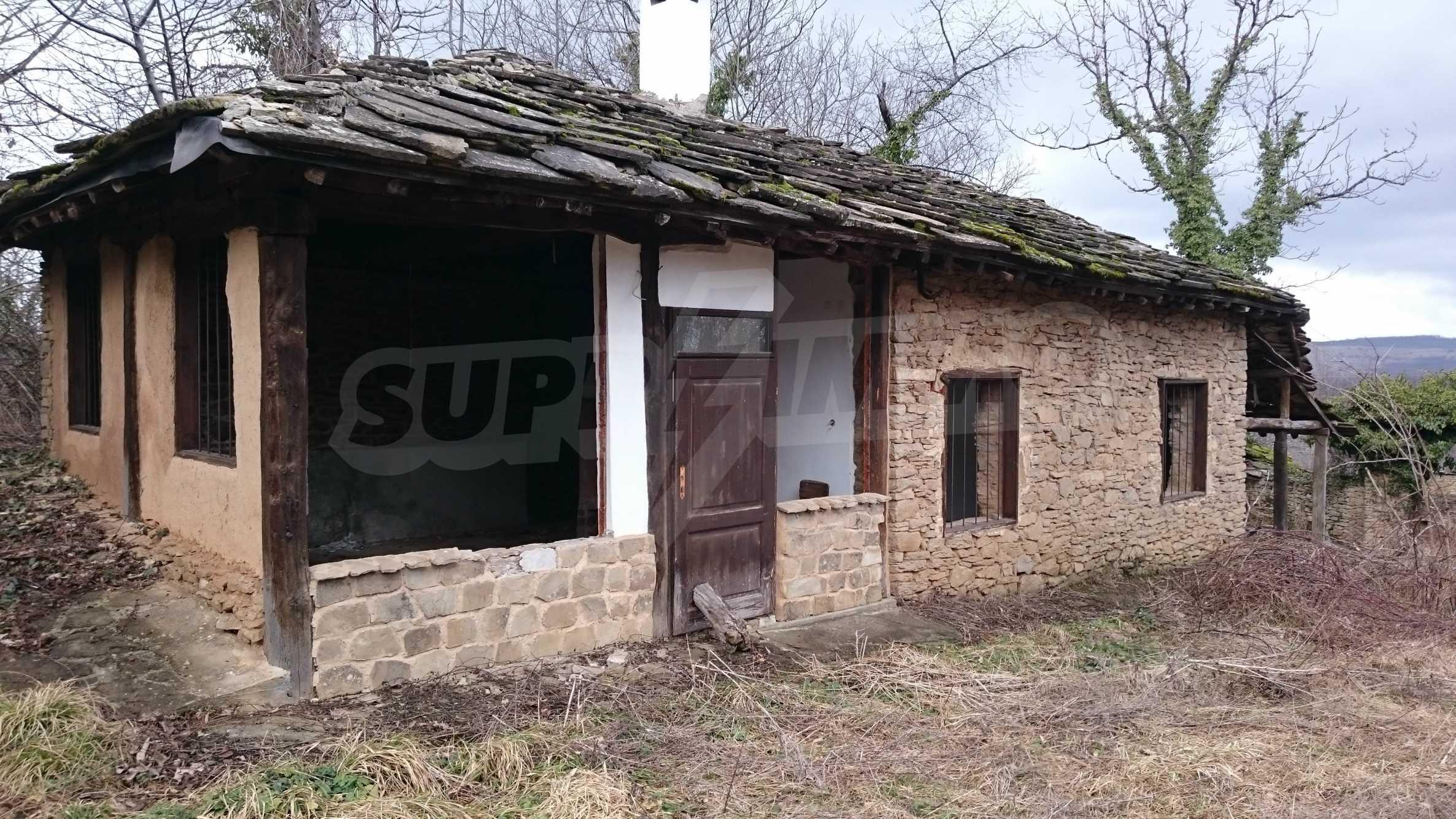 Традиционен имот в малко, китно село 50