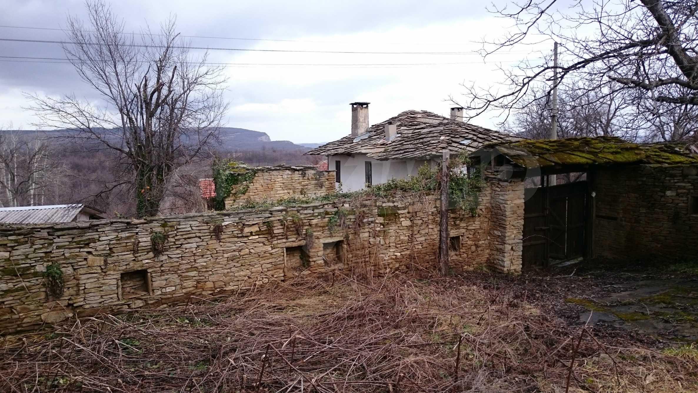 Традиционен имот в малко, китно село 54