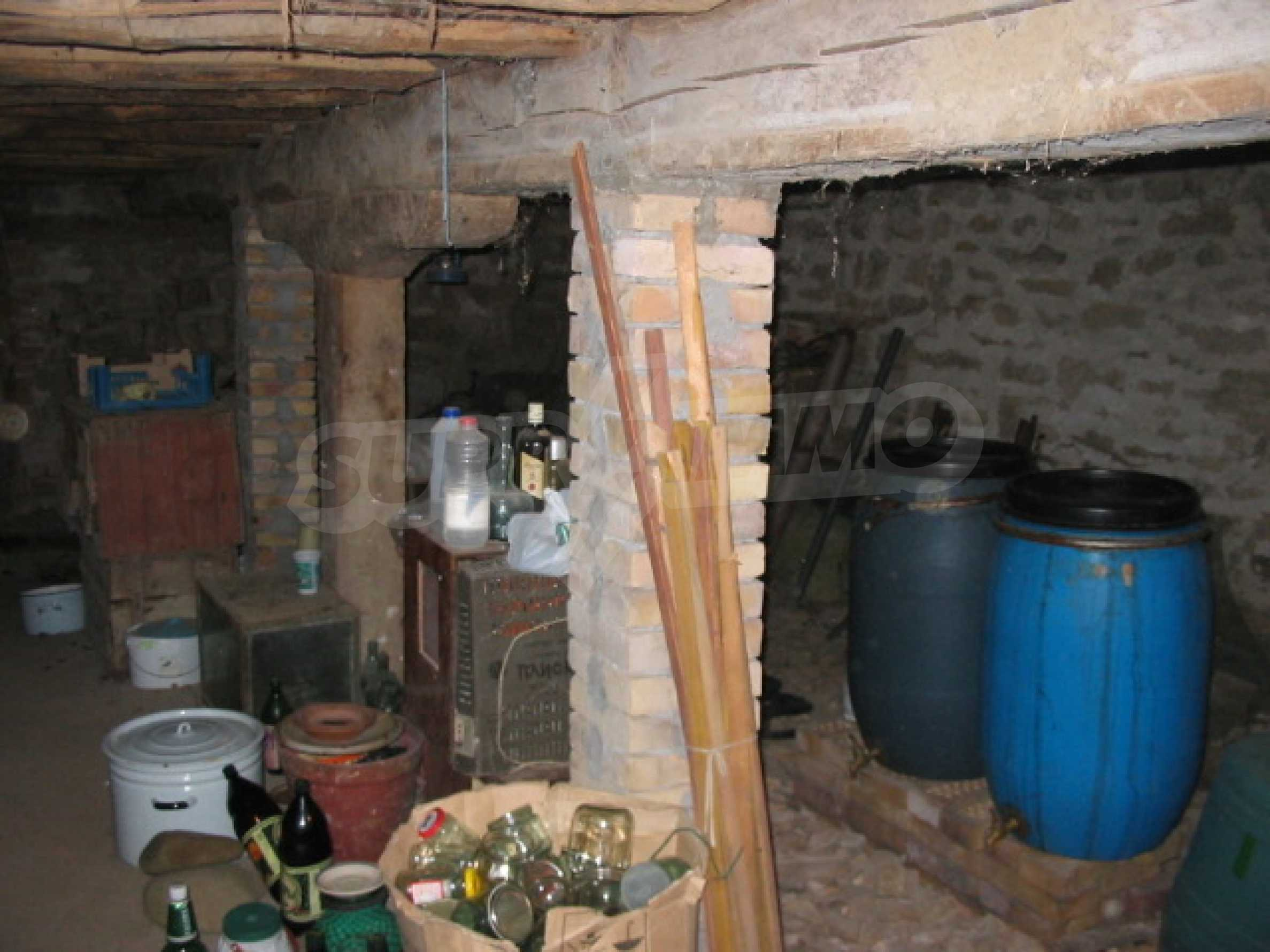 Къща с голям двор в село близо до Велико Търново 9