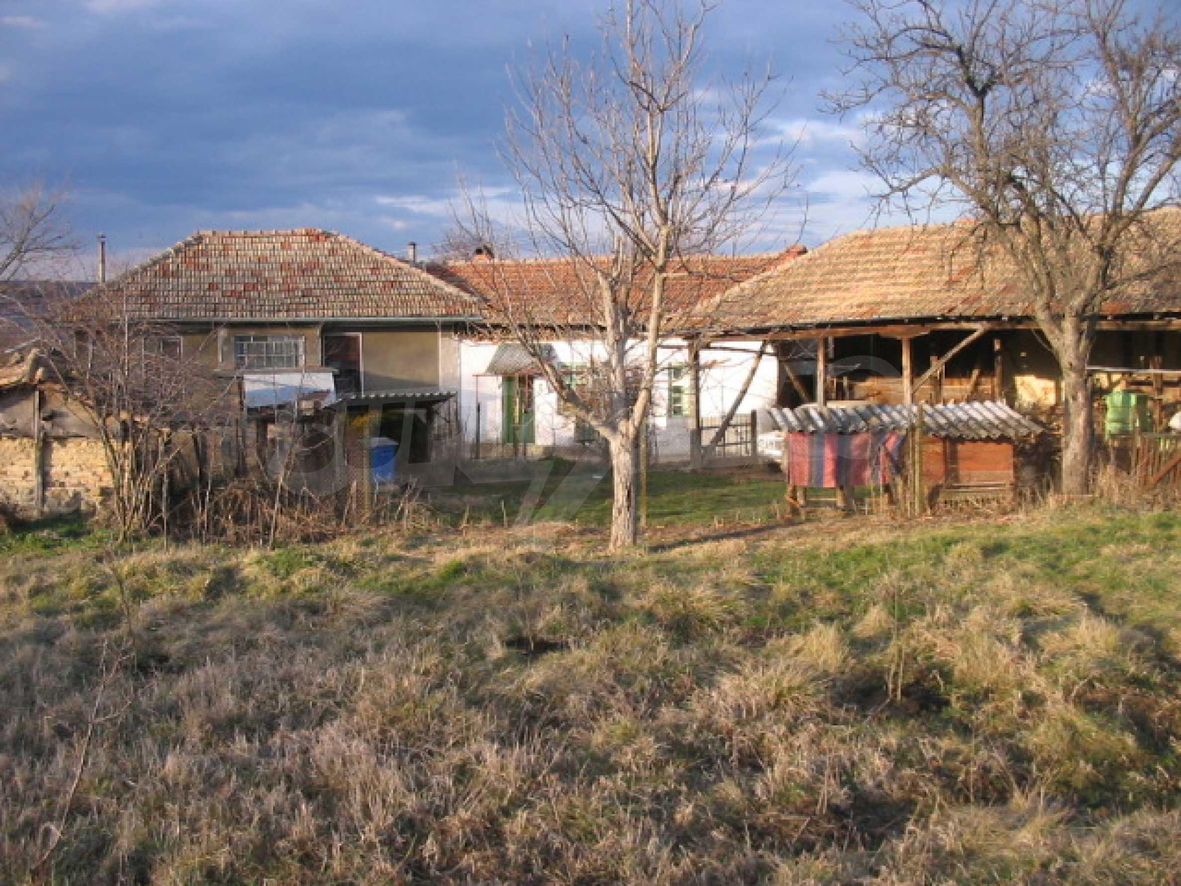 Къща с голям двор в село близо до Велико Търново 11