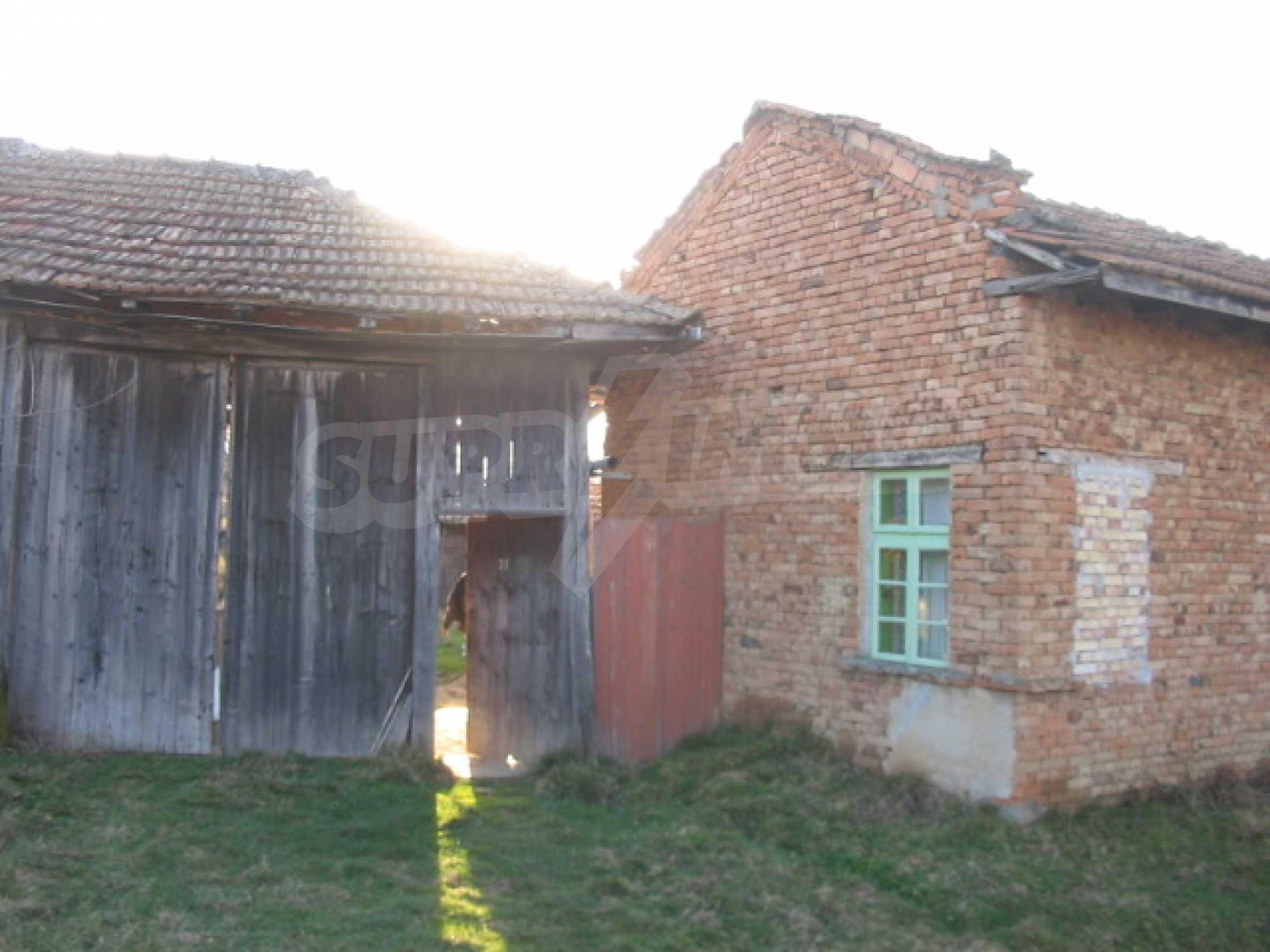 Къща с голям двор в село близо до Велико Търново 13