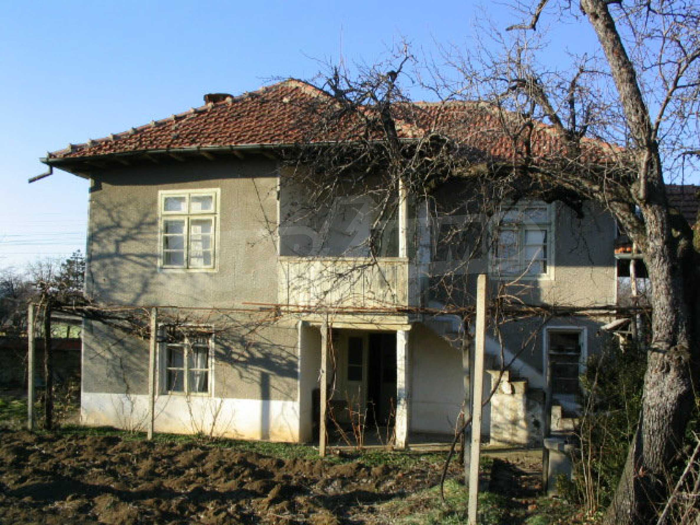 Solid built house in a village 20 km. from Veliko Tarnovo